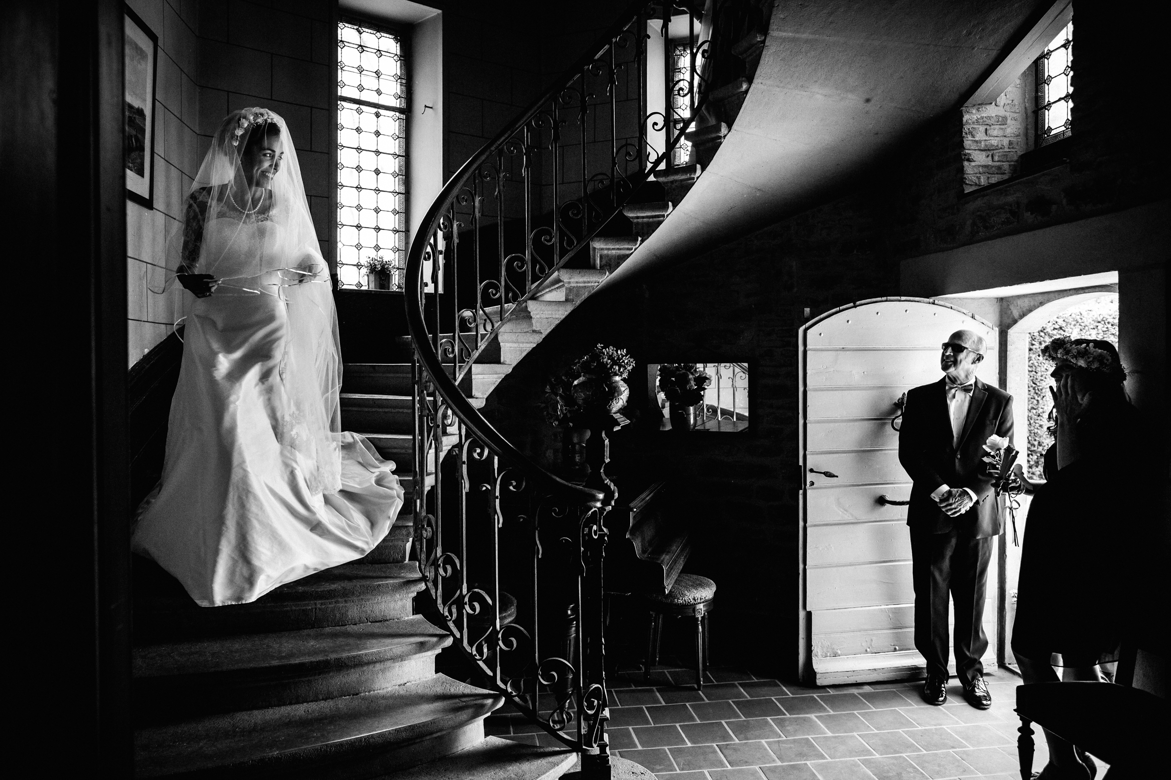 Veiled bride descends spiral staircase - photo by William Lambelet Photography