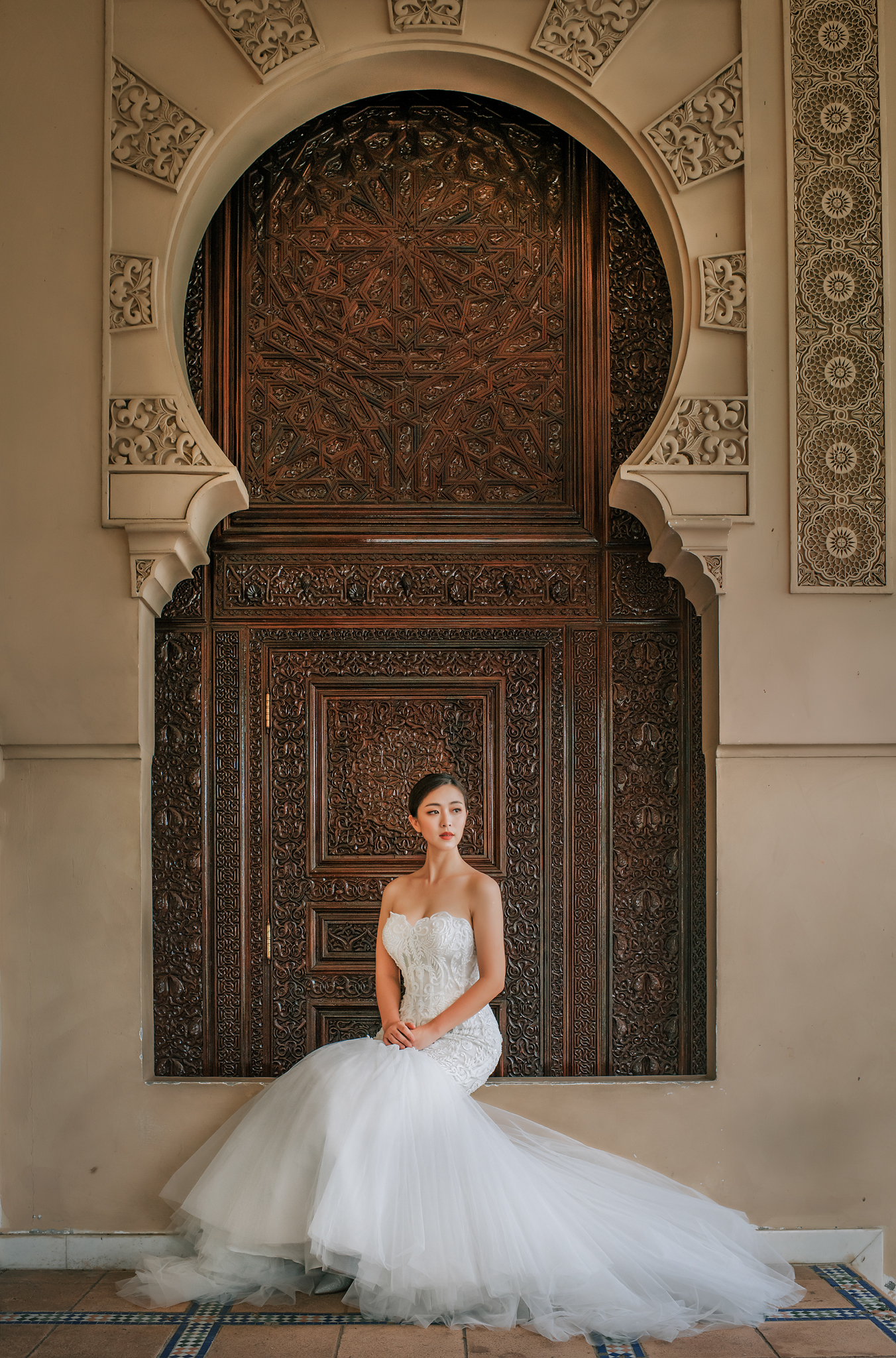Beautiful bridal portrait of bride in strapless trumpet gown by Edwin Tan Photography