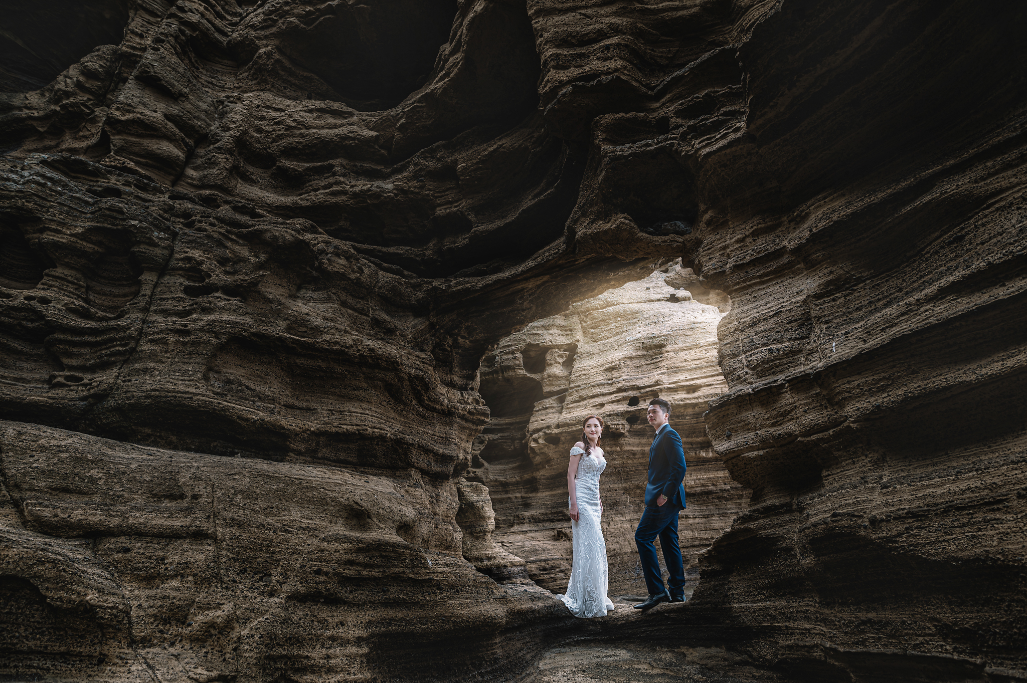 Couple portrait in slot canyon - photo by Edwin Tan Photography