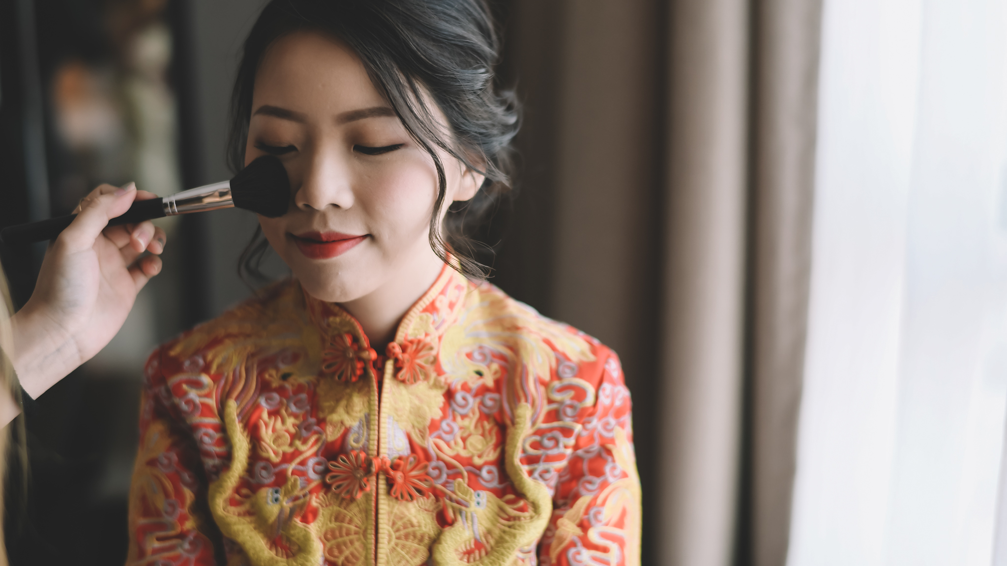 Malaysian bride having her make-up finished - photo by Edwin Tan Photography