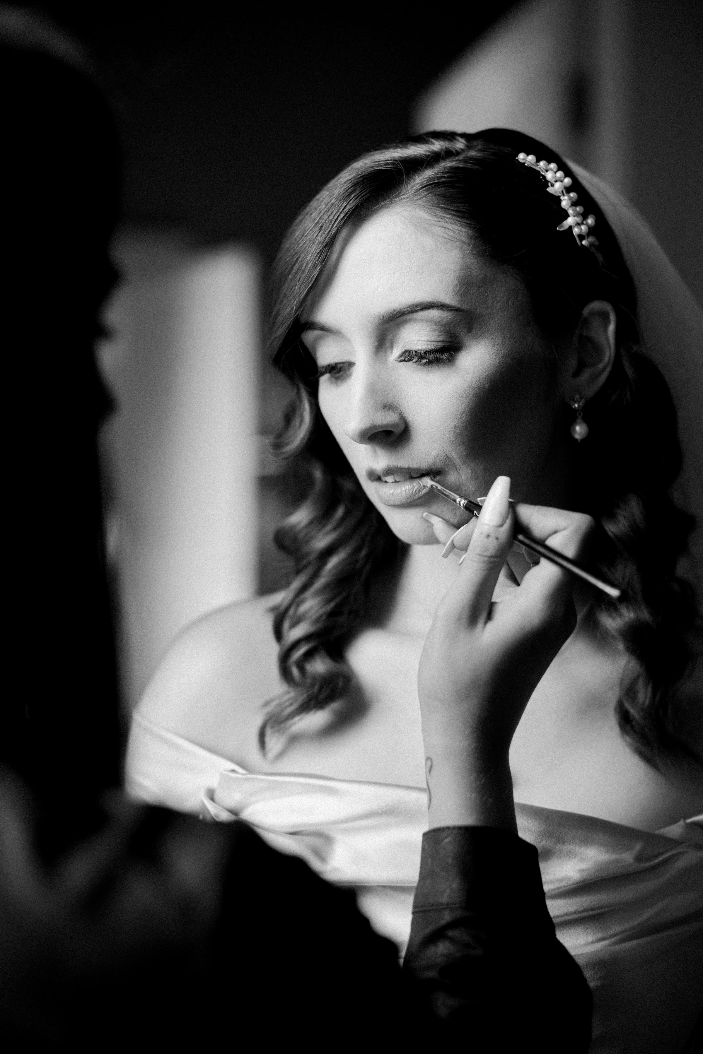 Bride having her lipstick applied - photo by White Cat Studio