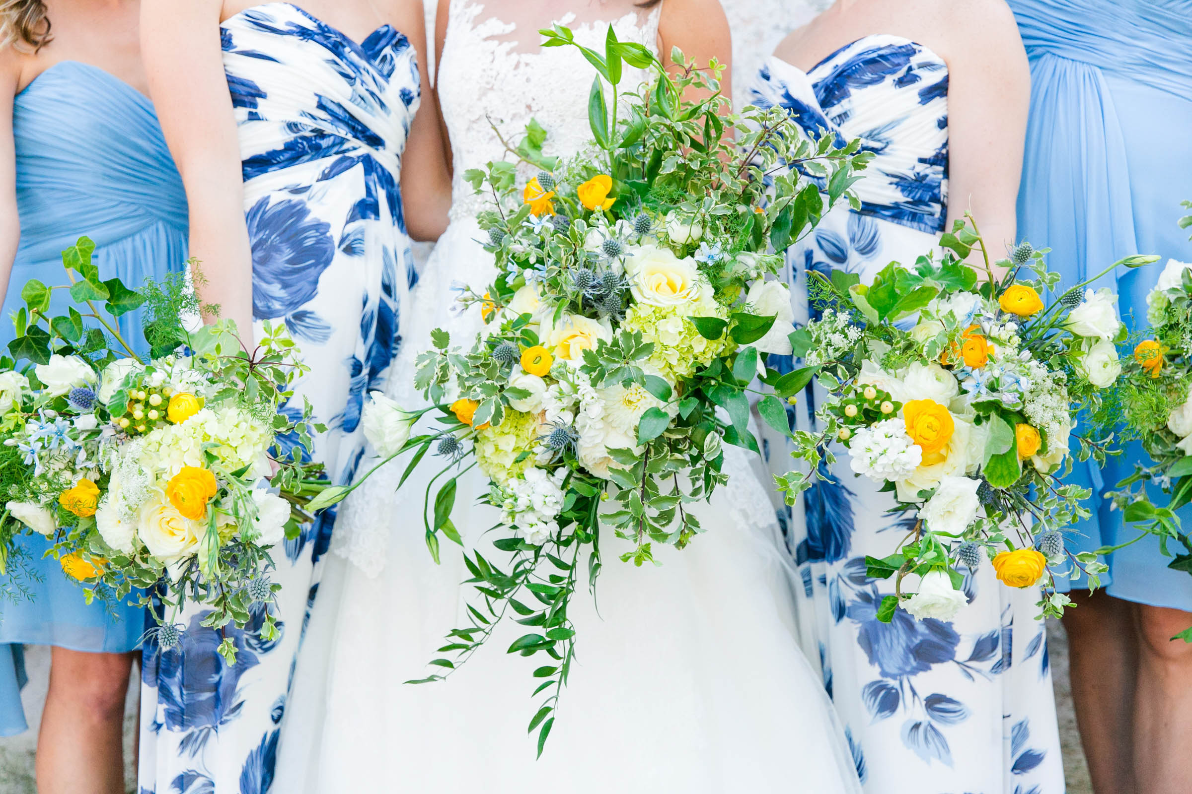 Bridal party fashion with bouquets - photo by Dana Cubbage Weddings