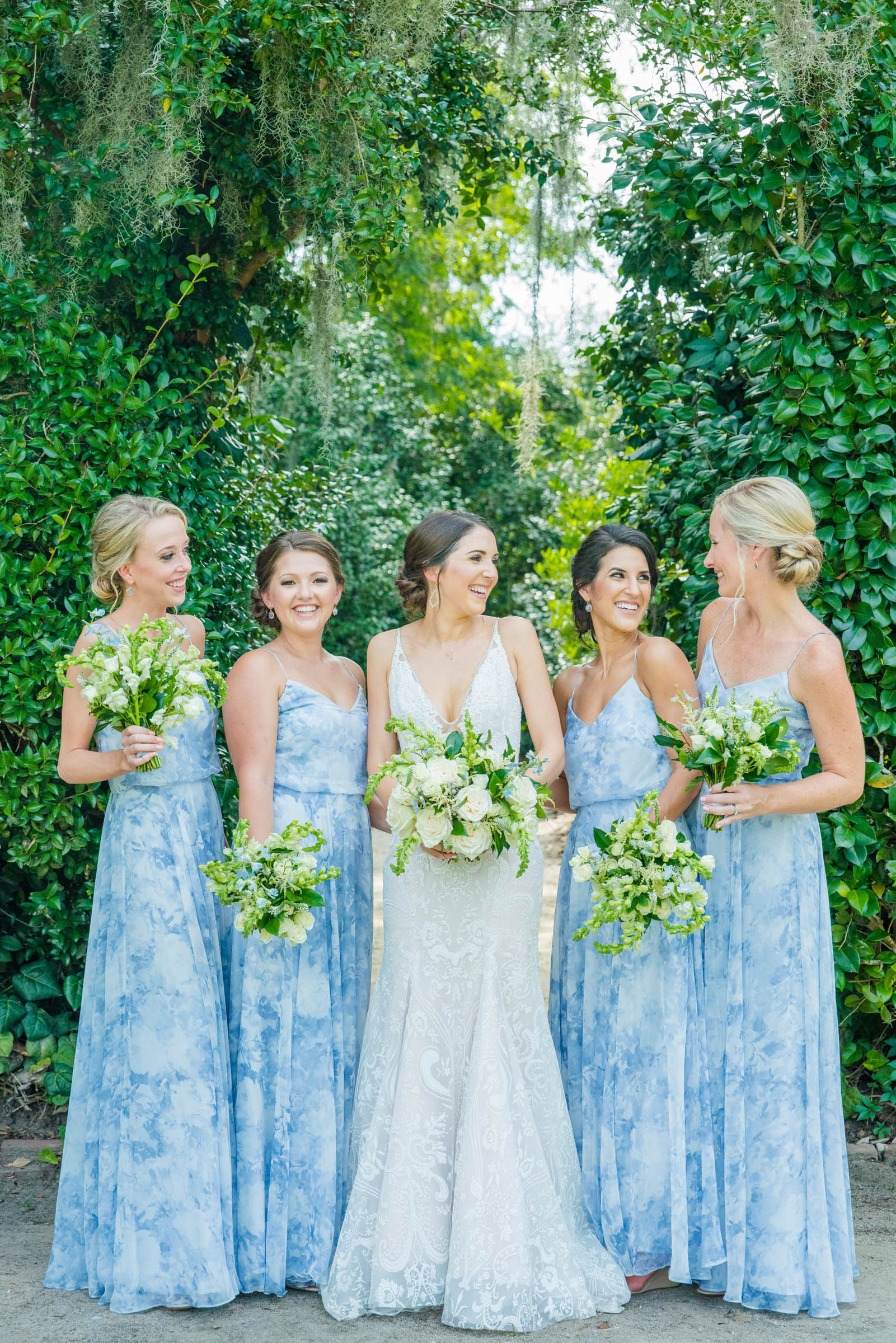 Bridal party with bouquets - photo by Dana Cubbage Weddings