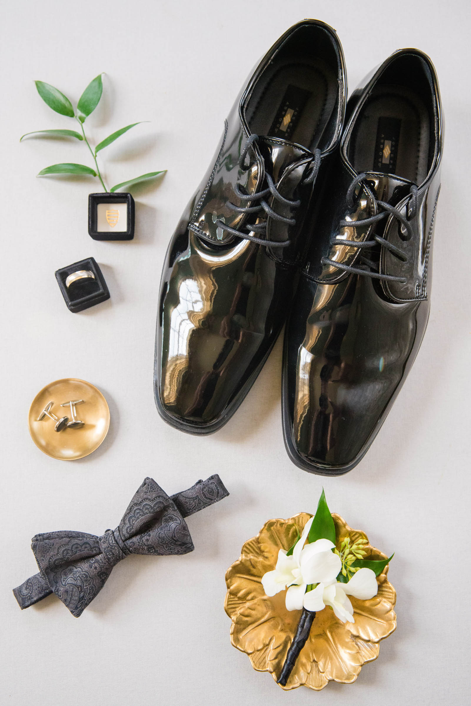 Flatlay of grooms shoes and accessories - photo by Dana Cubbage Weddings