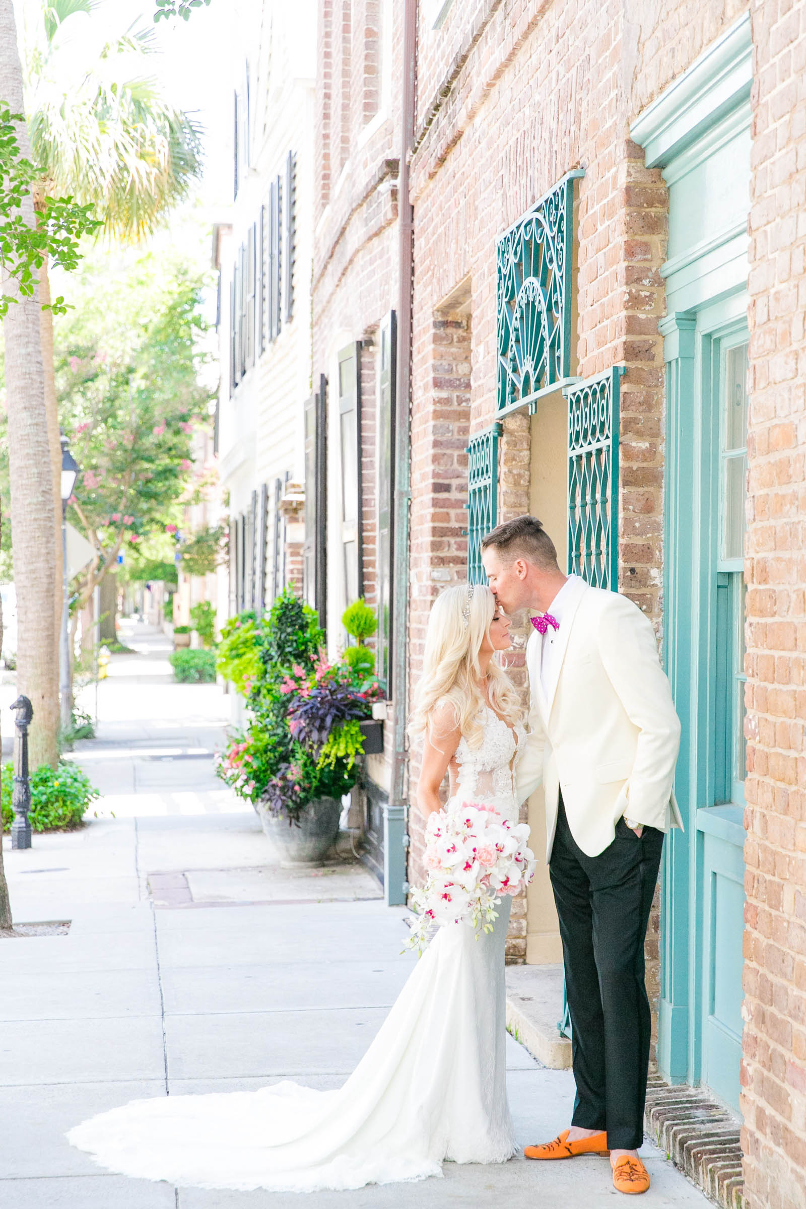 Light and airy outdoor couple portrait - photo by Dana Cubbage Weddings