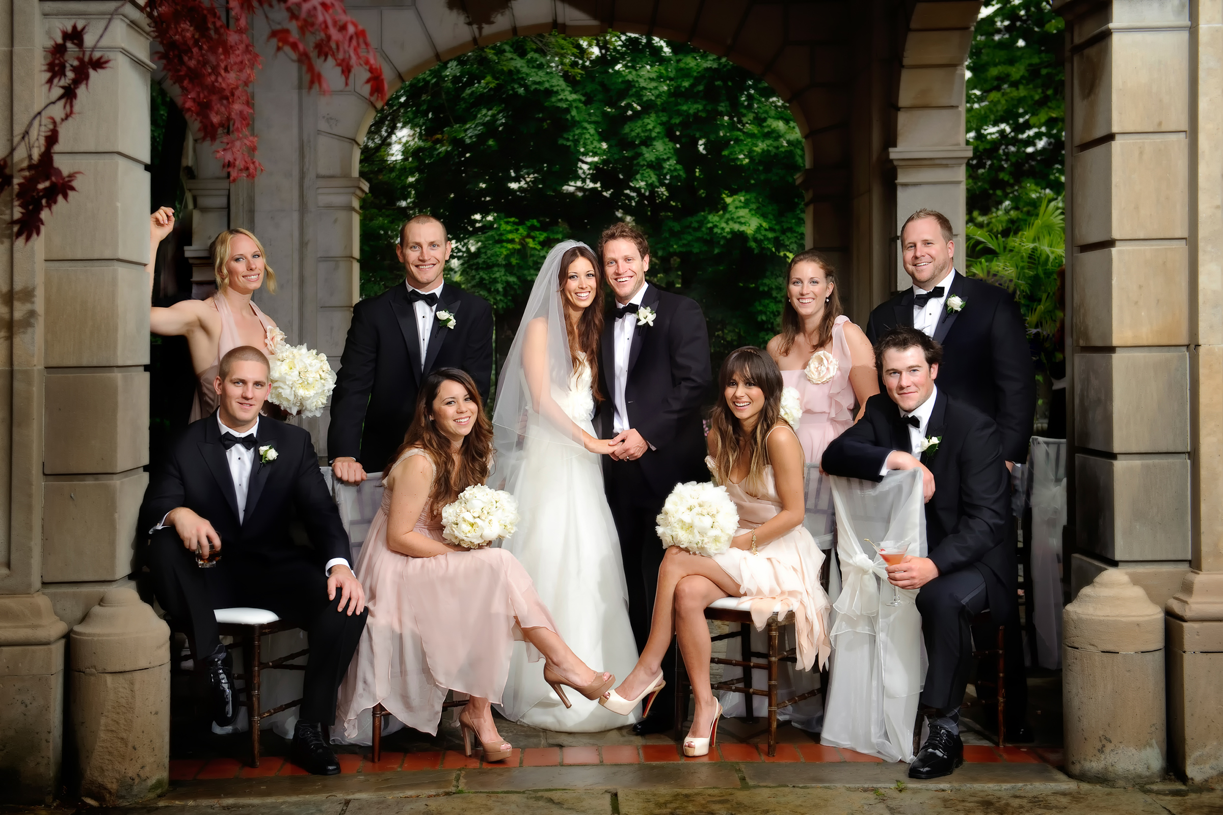 Group shot of bridal party - photo by Storey Wilkins Photography