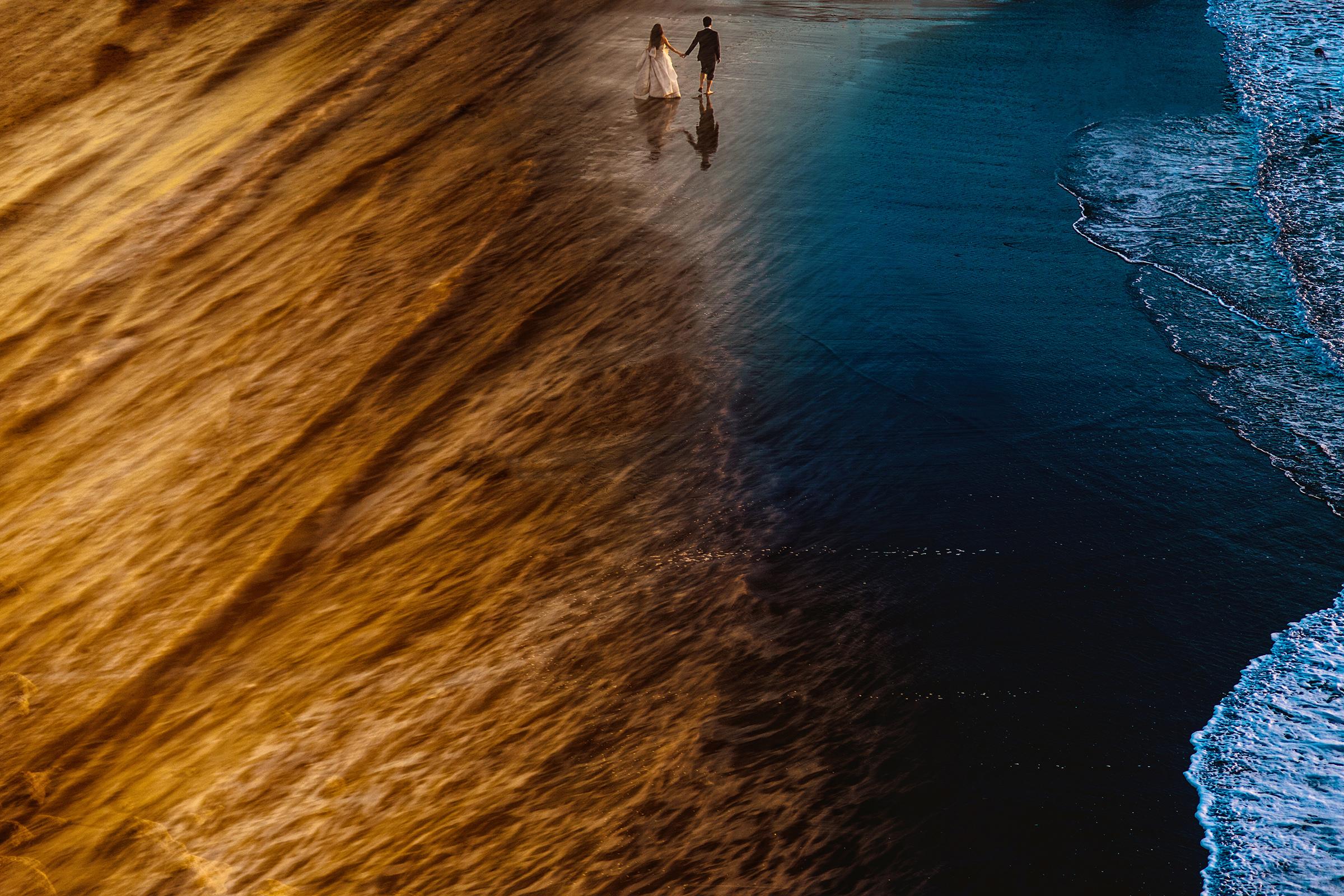 50 best wedding photo concepts- split frame beach portrait by Davina Kudish