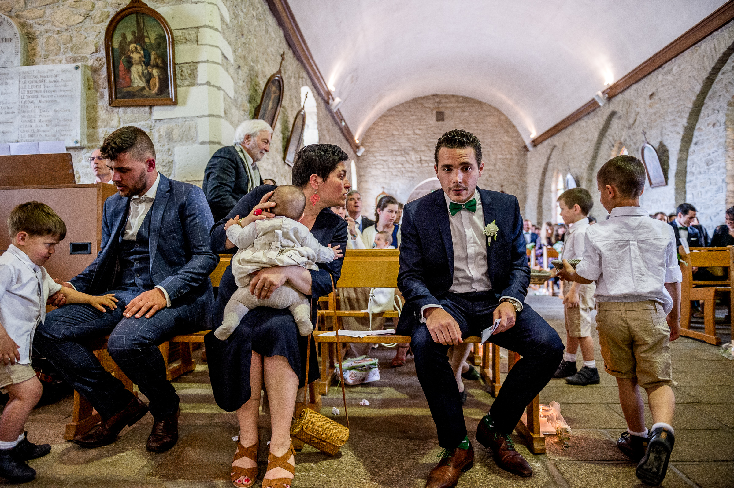 Candid moment of groom and guest - photo by Gaelle Le Berre Photography