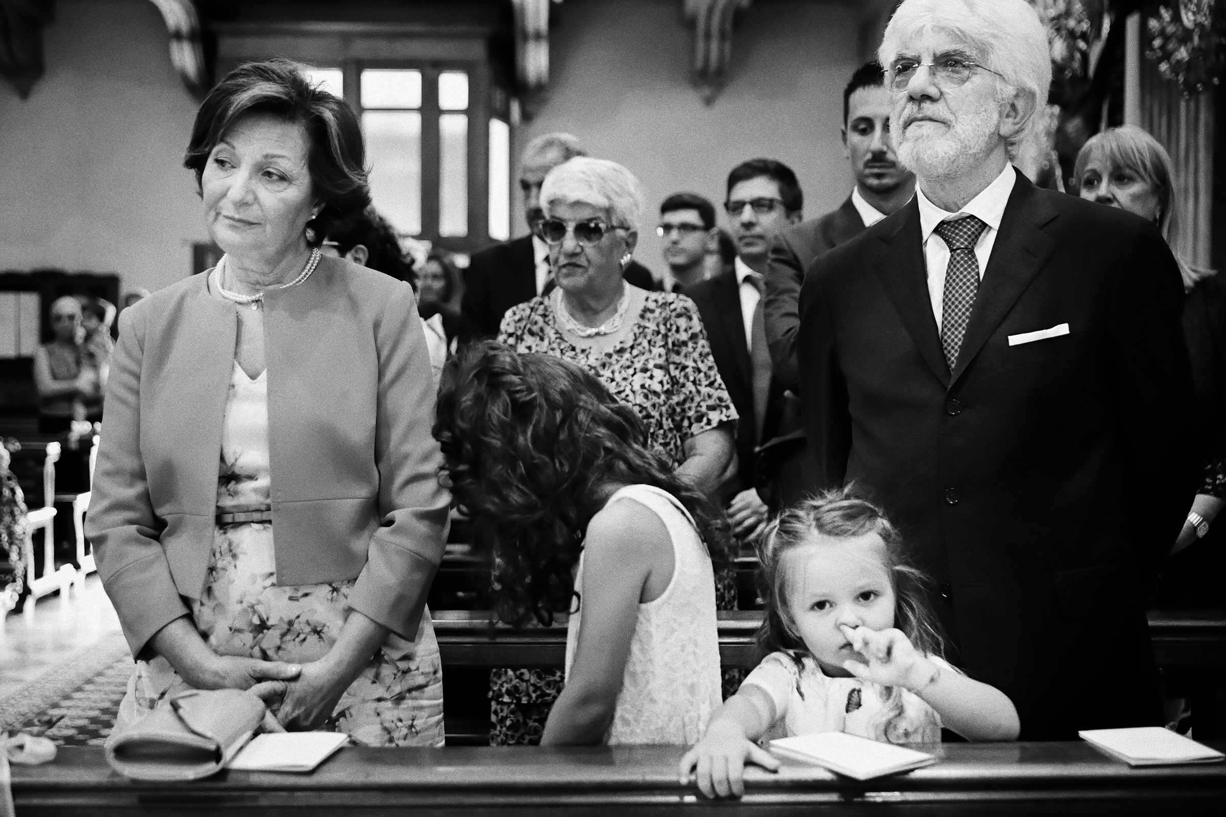 Solemn guests and distracted kids - photo by Andrea Bagnasco Fotografie