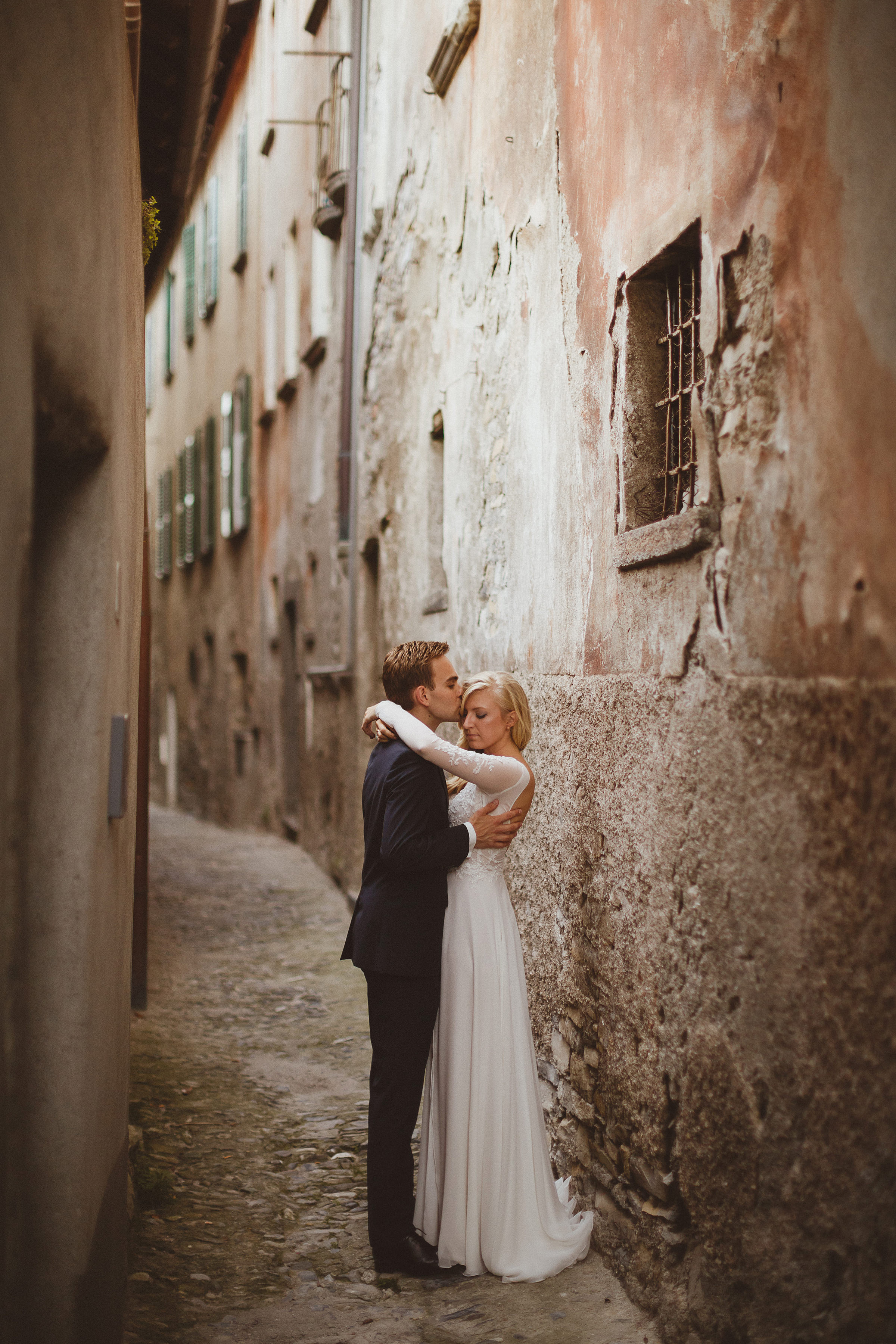 Couple embrace in rustic alleyway - photo by Ed Peers Photography