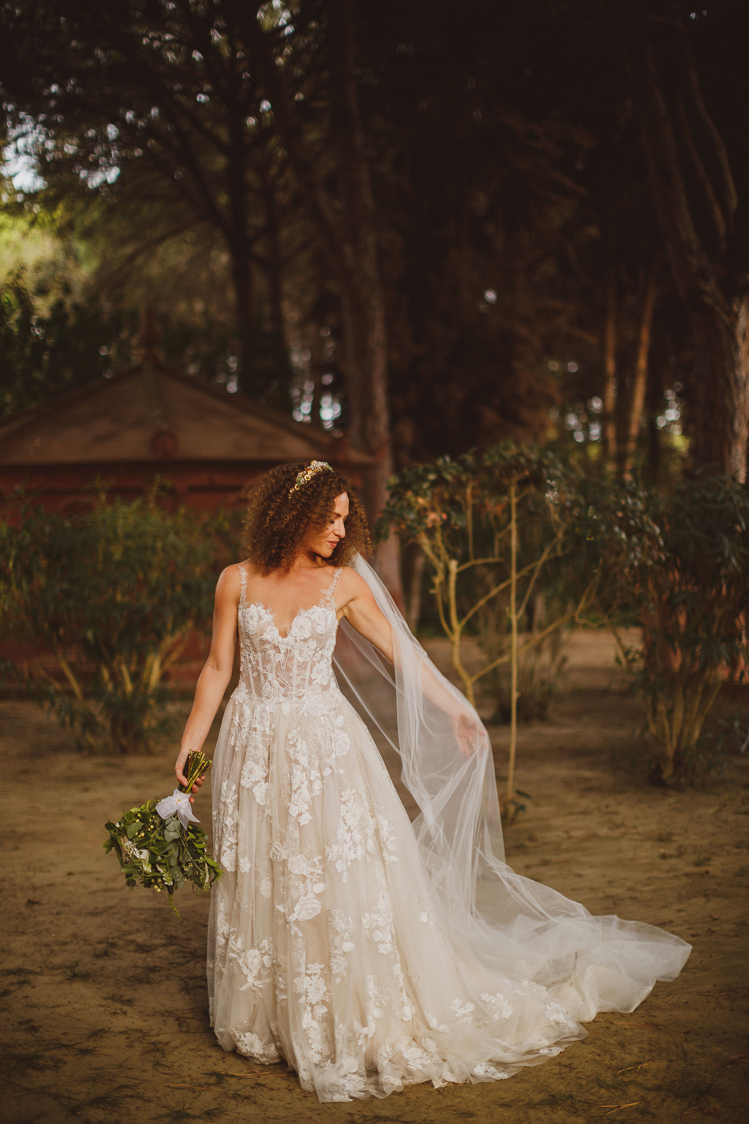 Rustic bridal portrait in wooded setting - photo by Ed Peers Photography