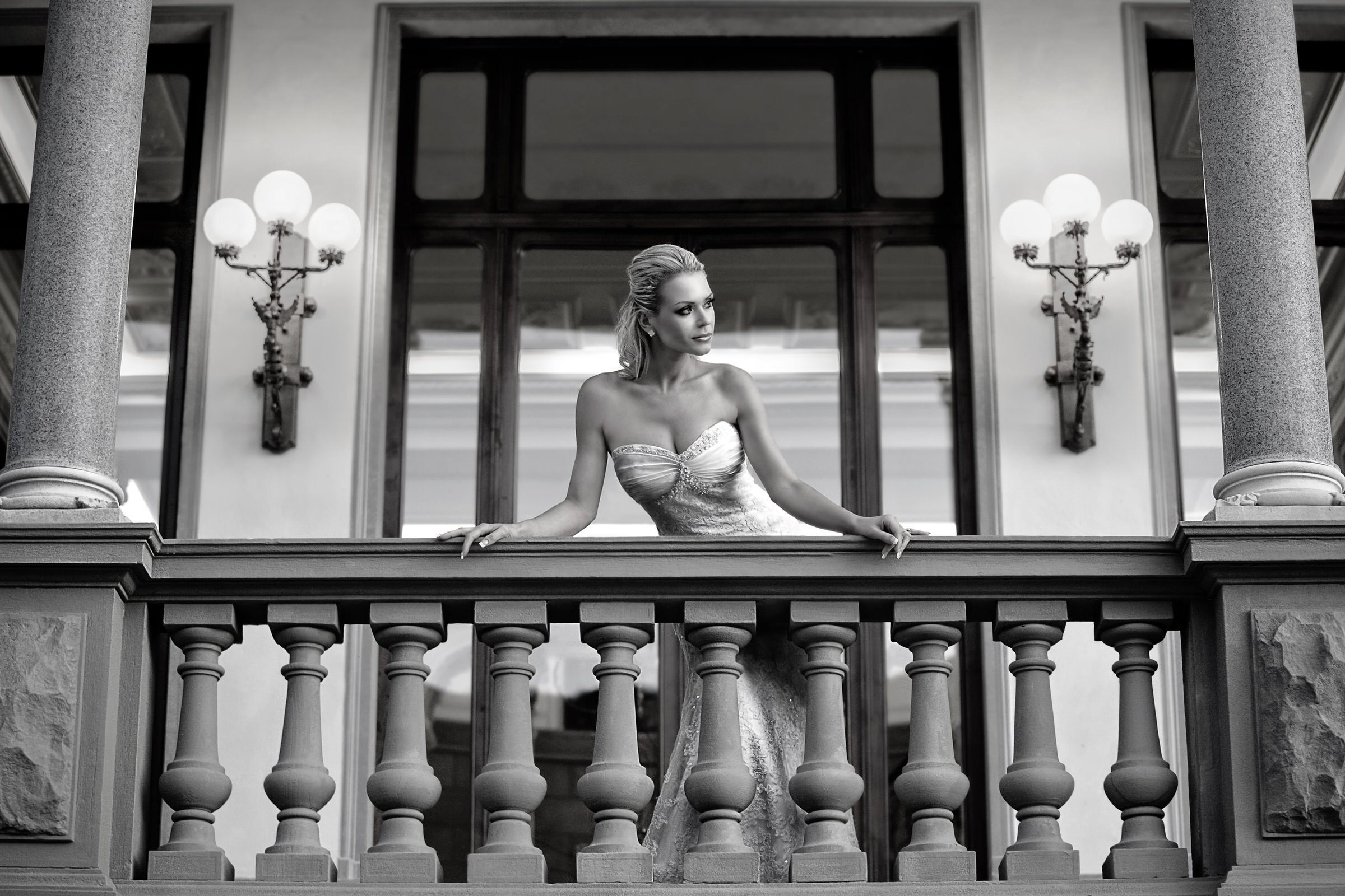 Buxom bride on balcony - photo by Eye Jogia Photography