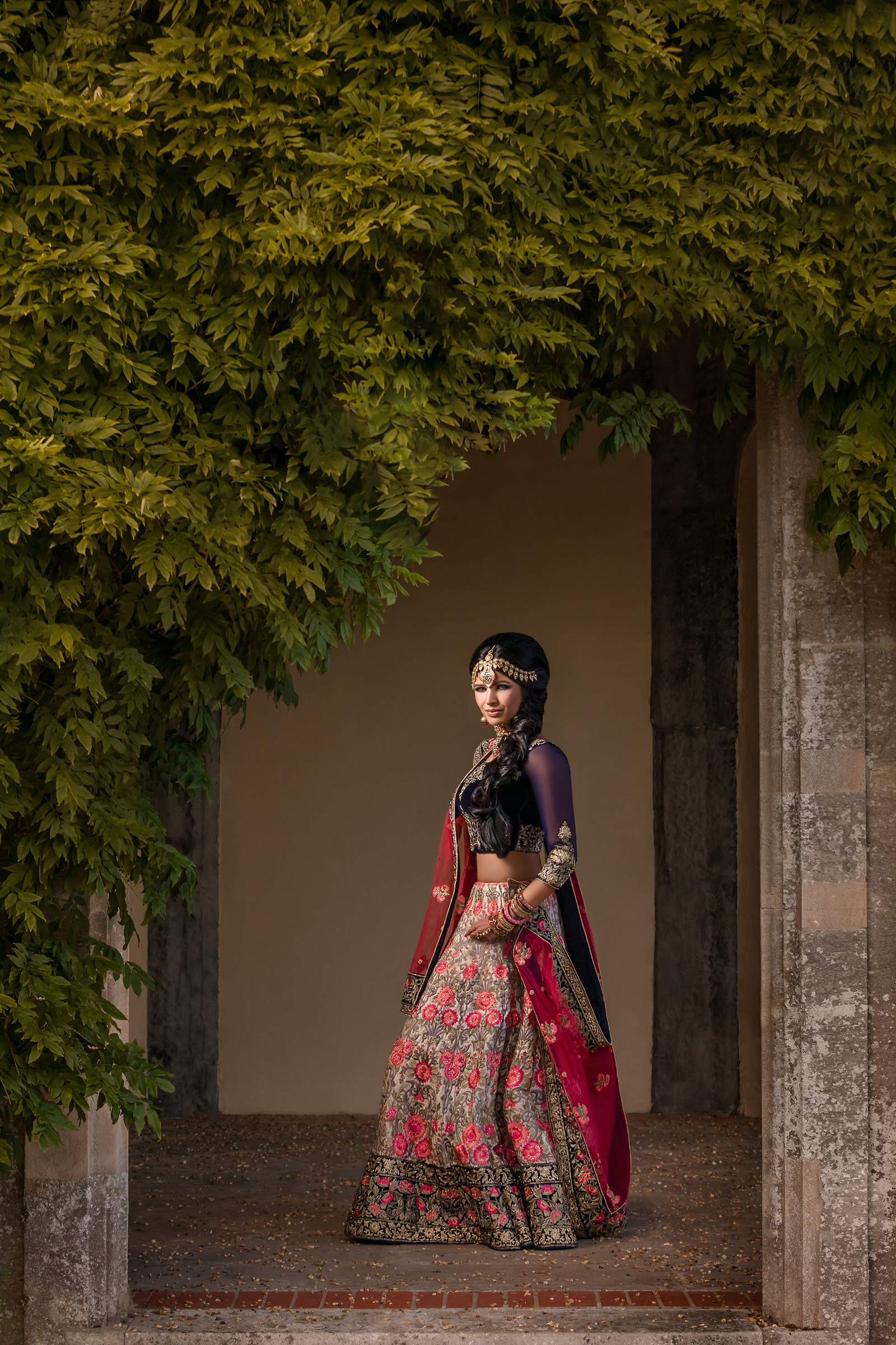Indian bride in purple, silver and red saree - photo by Eye Jogia Photography