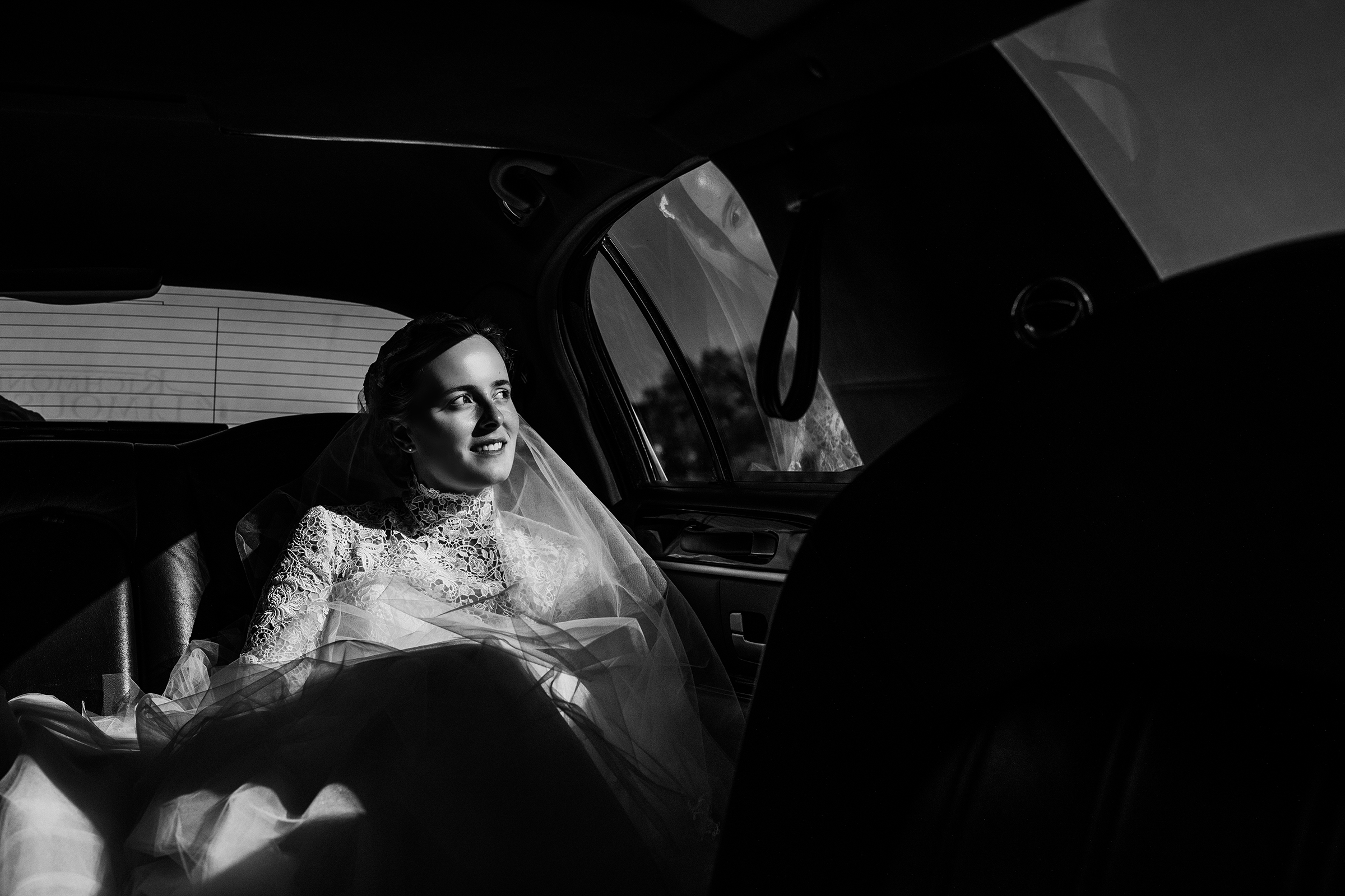 Pensive bride in limo - photo by Kelli Wilke Photography