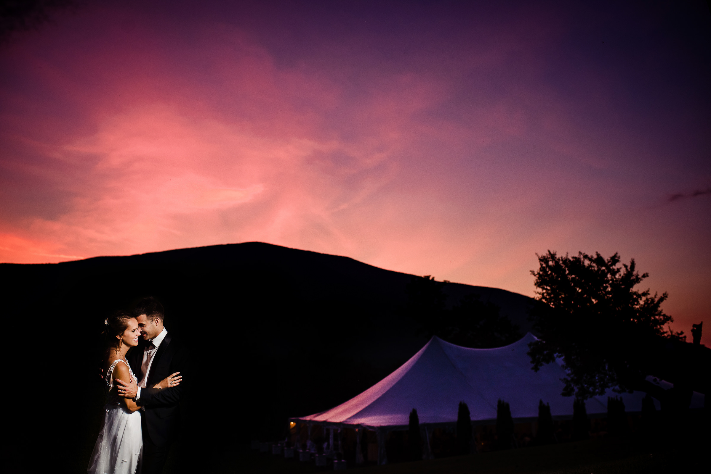 portrait of bride and groom with a beautiful sunset in the mountains - photo by Hannah Photography