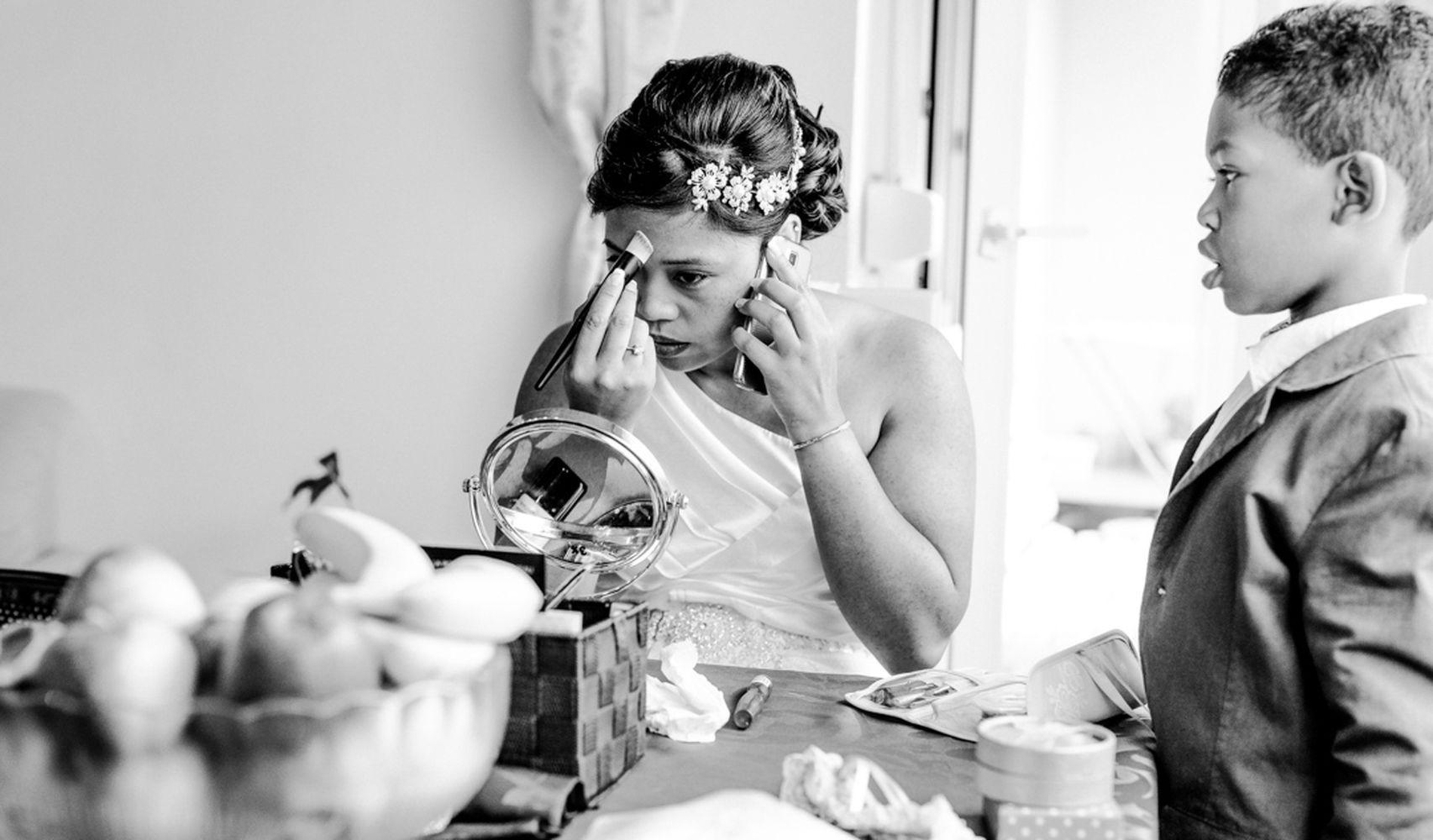bride fixing her makeup before her ceremony- photo by FineArt Weddings   Photography