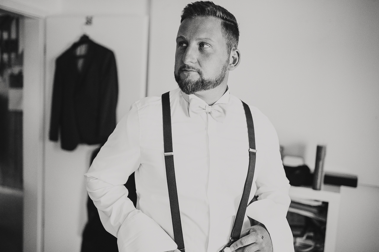 Groom getting ready - photo by FineArt Weddings | Photography