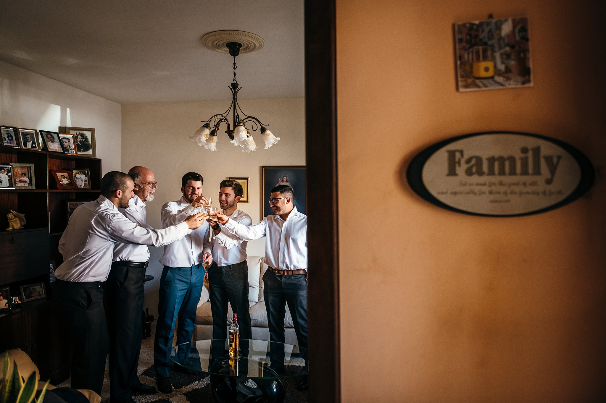 groomsmen toasting to the groom- photo by Shane P Watts Photography