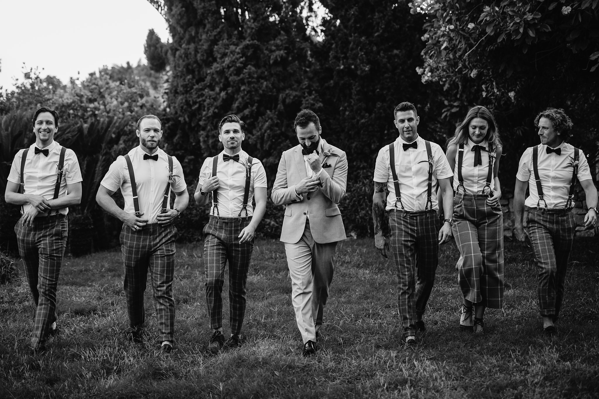 groomsmen with suspenders group portrait - photo by Shane P Watts Photography