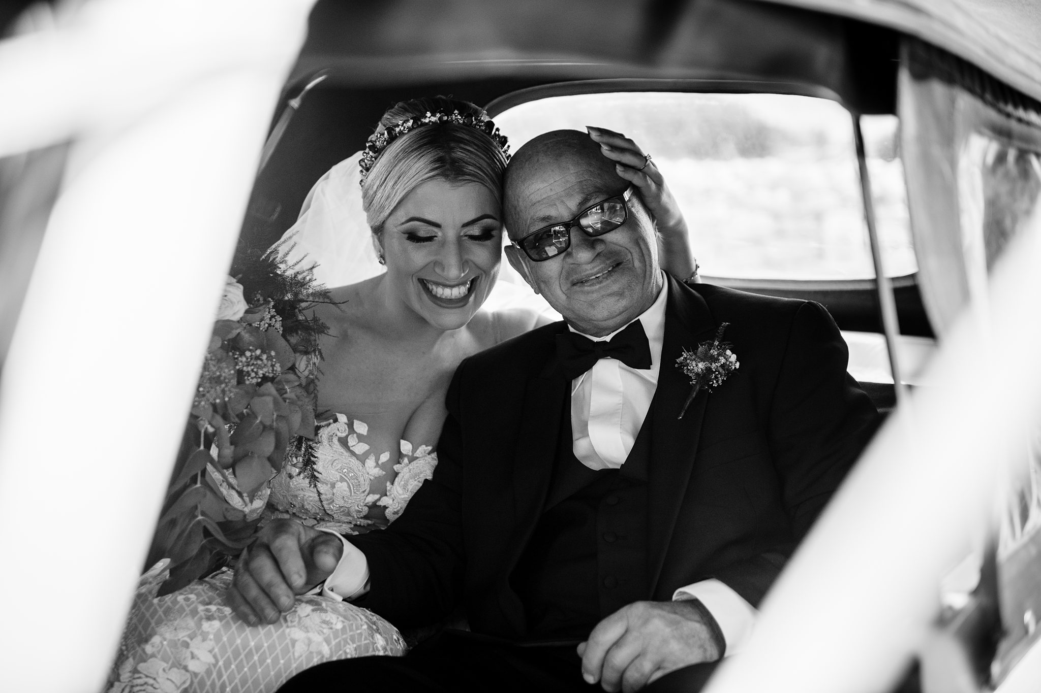 sweet moment in car between bride and her dad - photo by Shane P Watts Photography