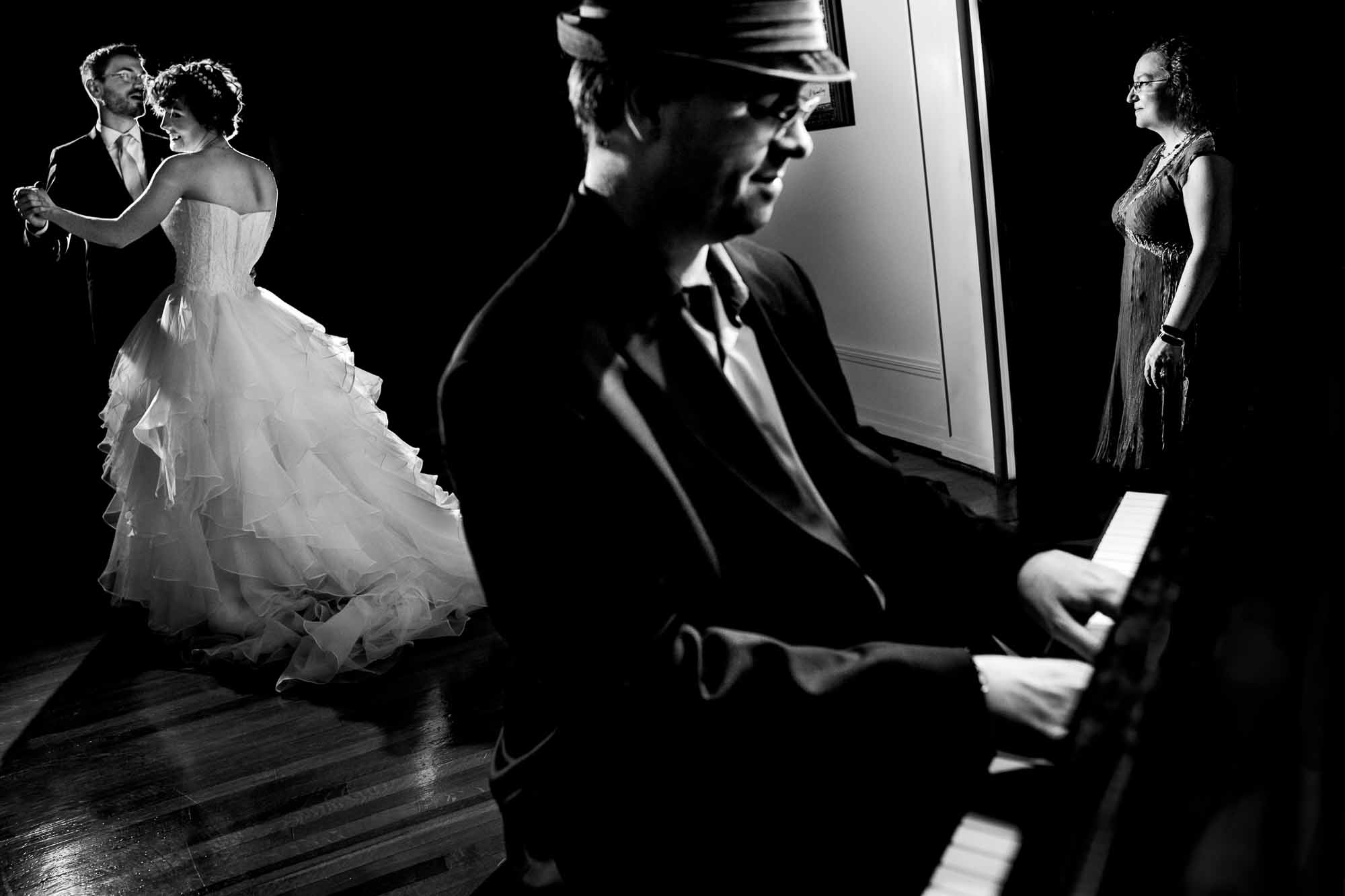 First dance with piano player in foreground - photo by JOS & TREE