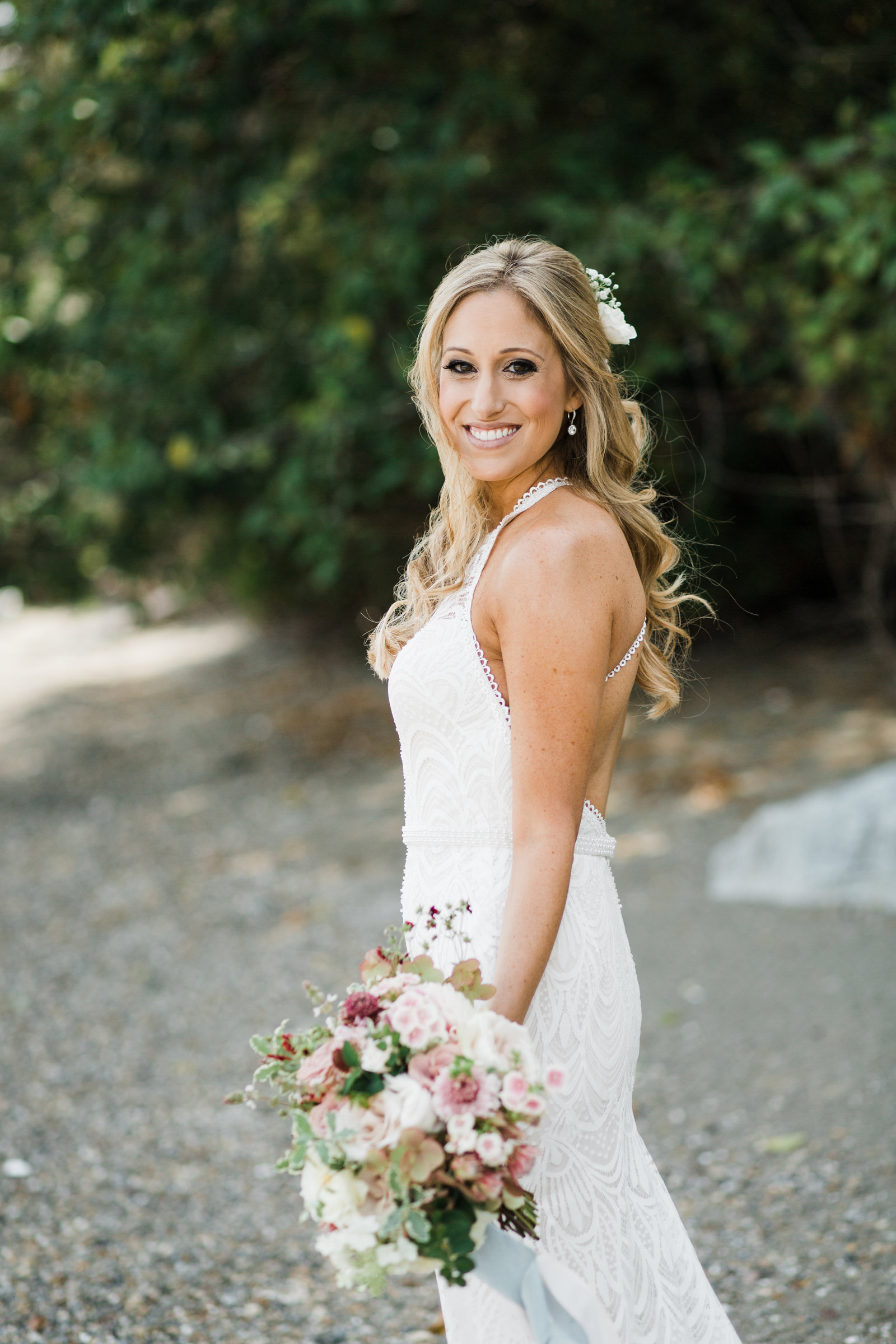 Bride with long blonde curls and pink rose bouquet - photo by Stephanie Cristalli Photography