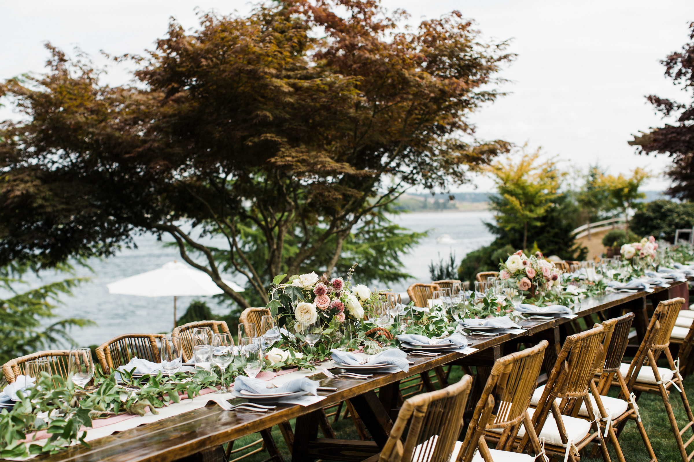 Rustic beachside reception table with bamboo chairs - photo by Stephanie Cristalli Photography