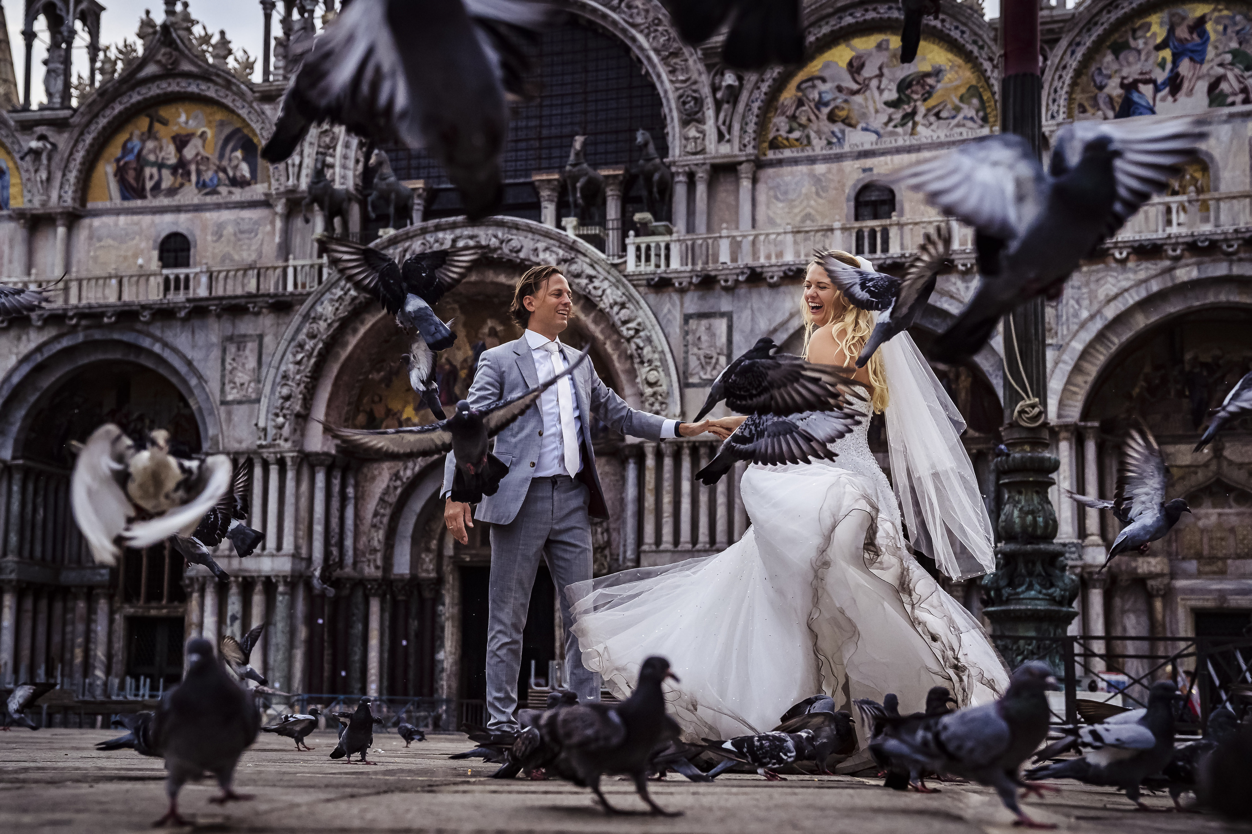 Couple in plaza with pigeons - photo by Studio Damon Photograpy