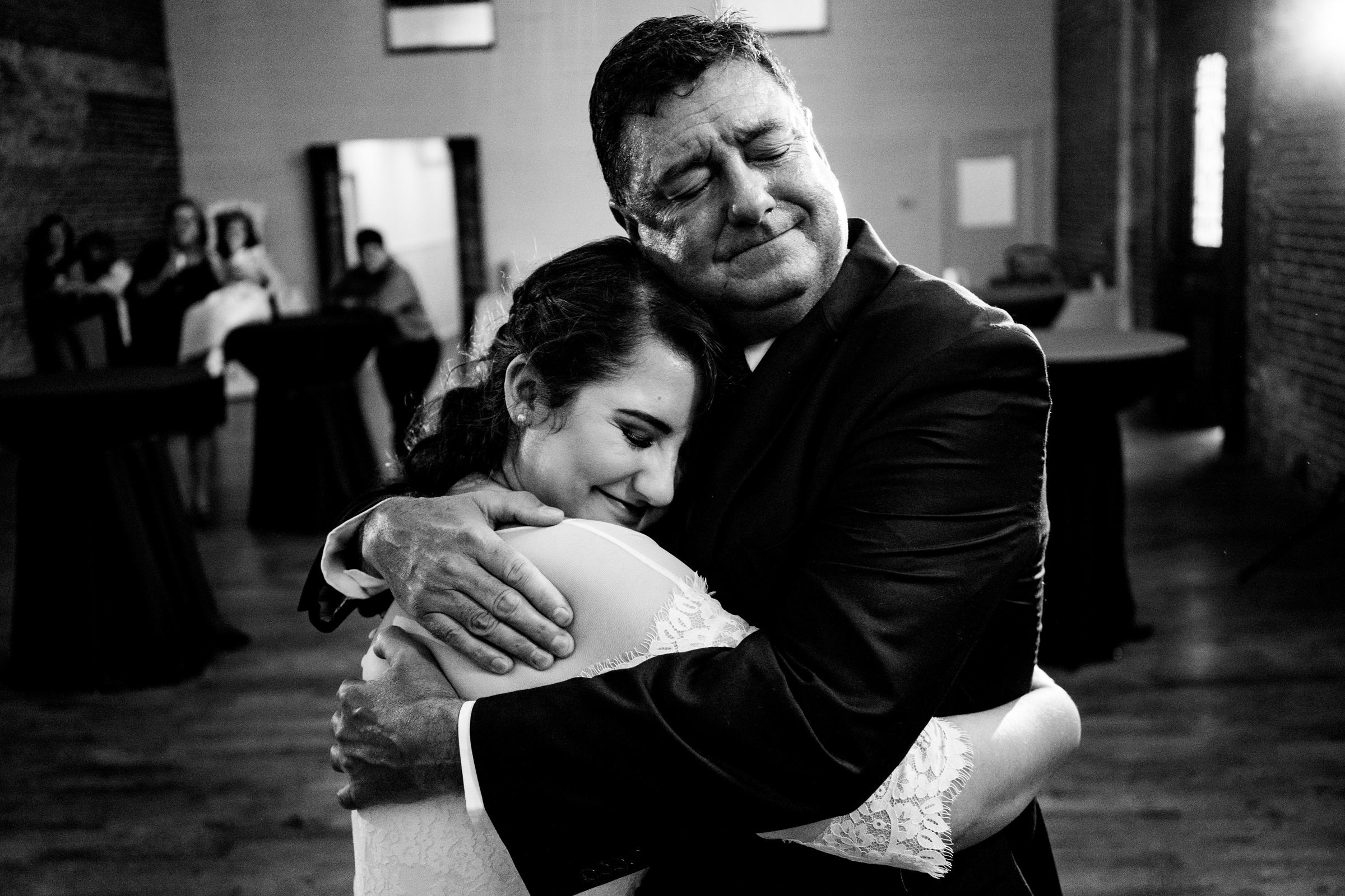 bride and dad in  a sweet emotional hug-Arkansas photographer- photo by Vinson Images