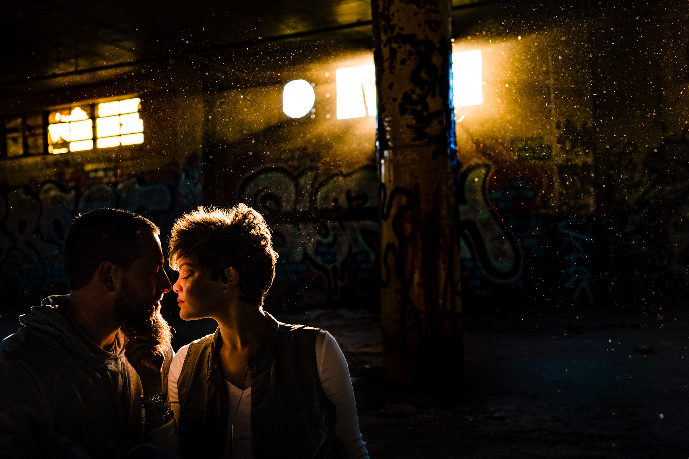 Moody photo of backlit couple - photo by Vinson Images
