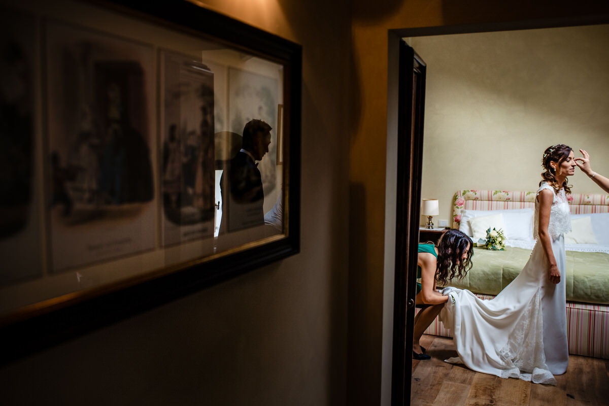 Groom awaiting bride as her makeup is finished - photo by Luca+Marta Gallizio
