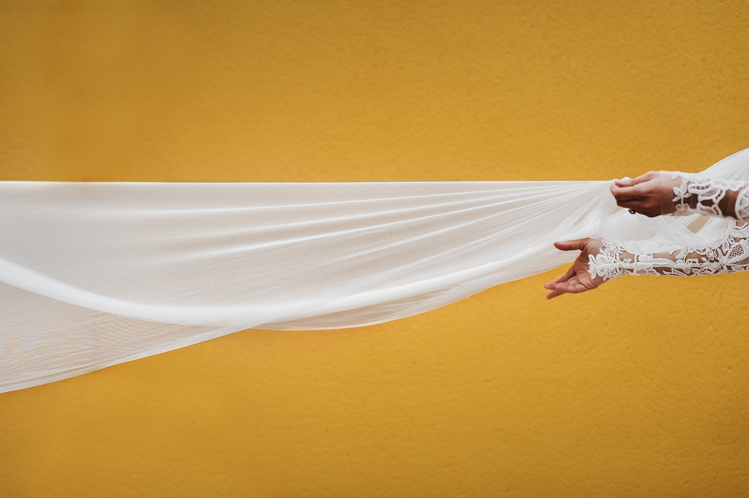 50 best wedding photo concepts- hands with veil  by Lax Photography - Spain