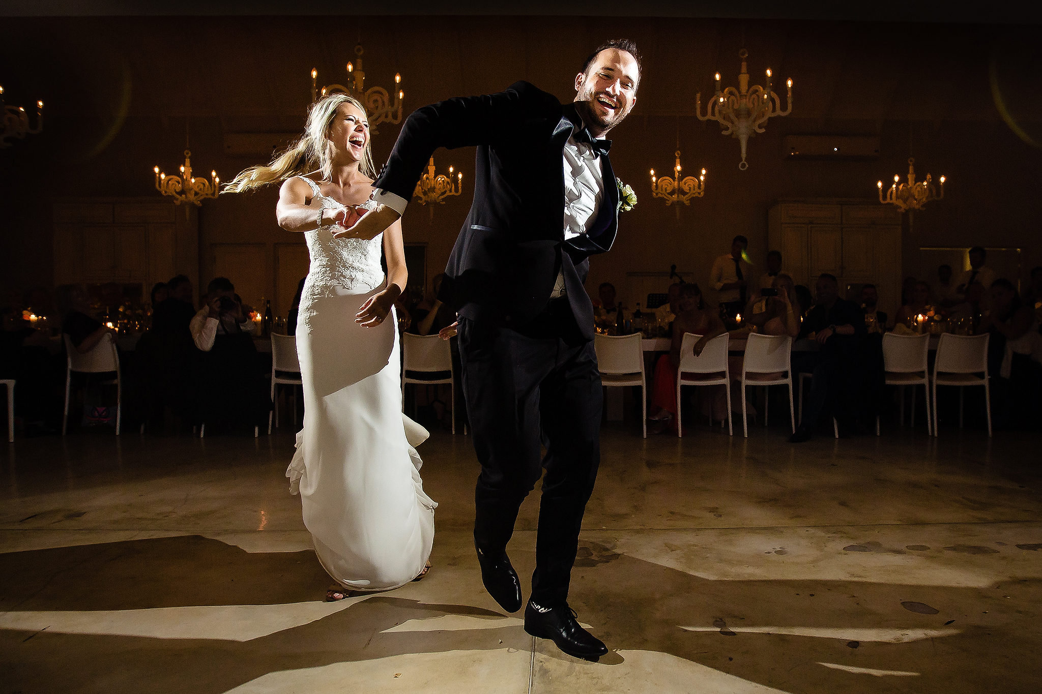 Bride and groom dance floor moves - photo by Ruan Redelinghuys Photography