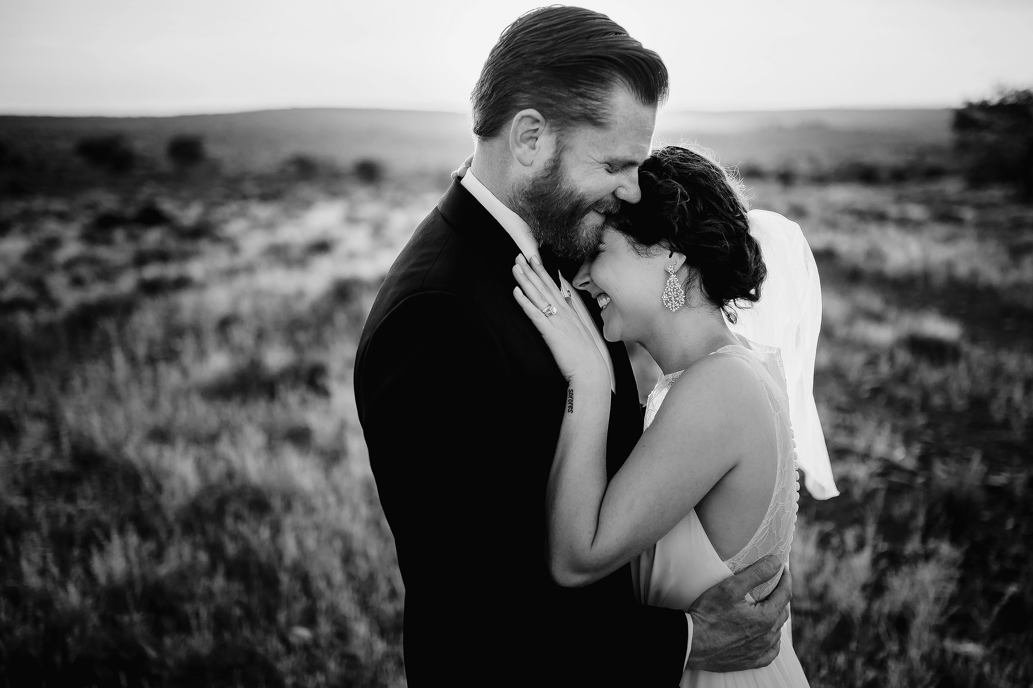 Sweet couple embrace - photo by Ruan Redelinghuys Photography