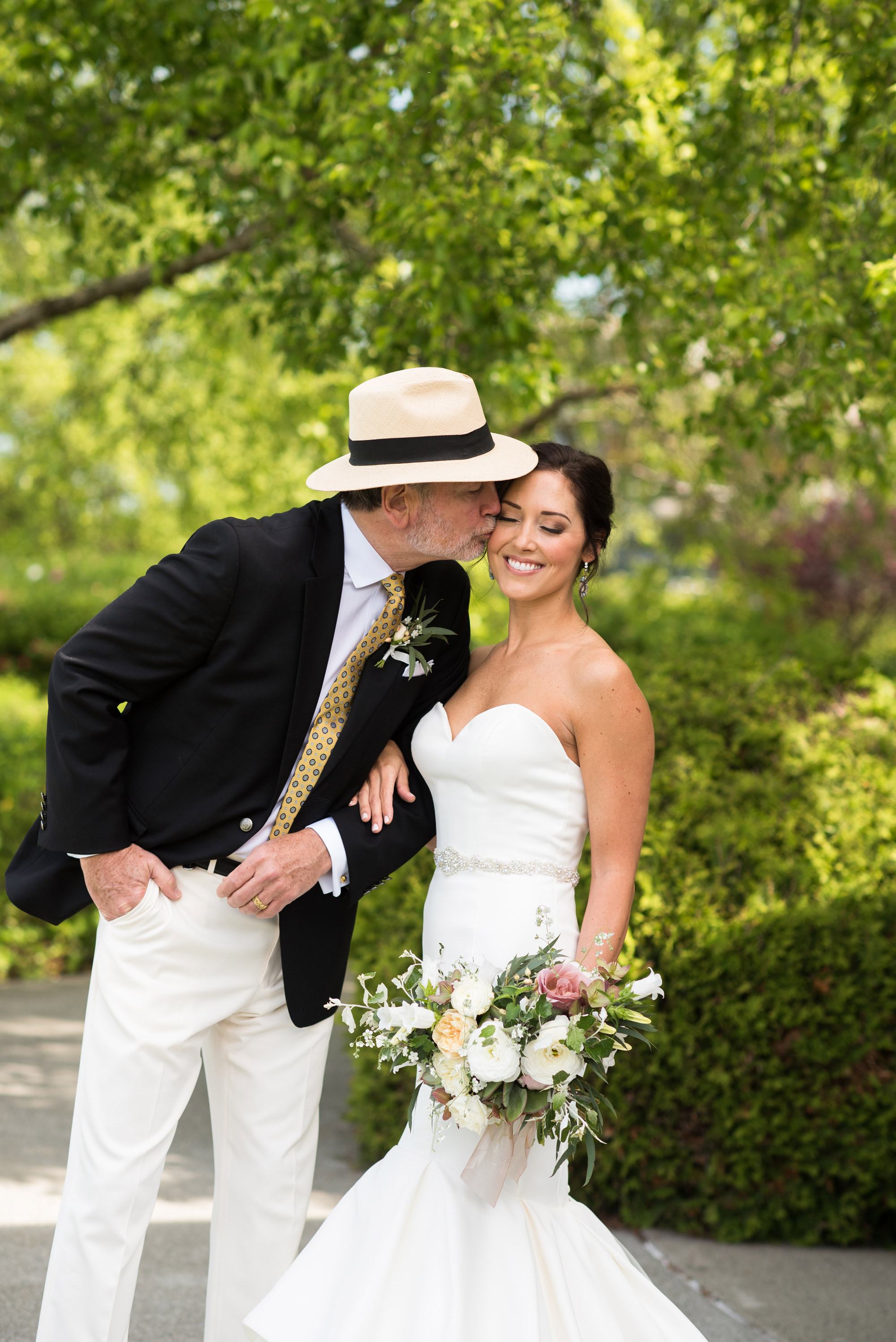 Classy couple kiss in garden - photo by Barbie Hull Photography