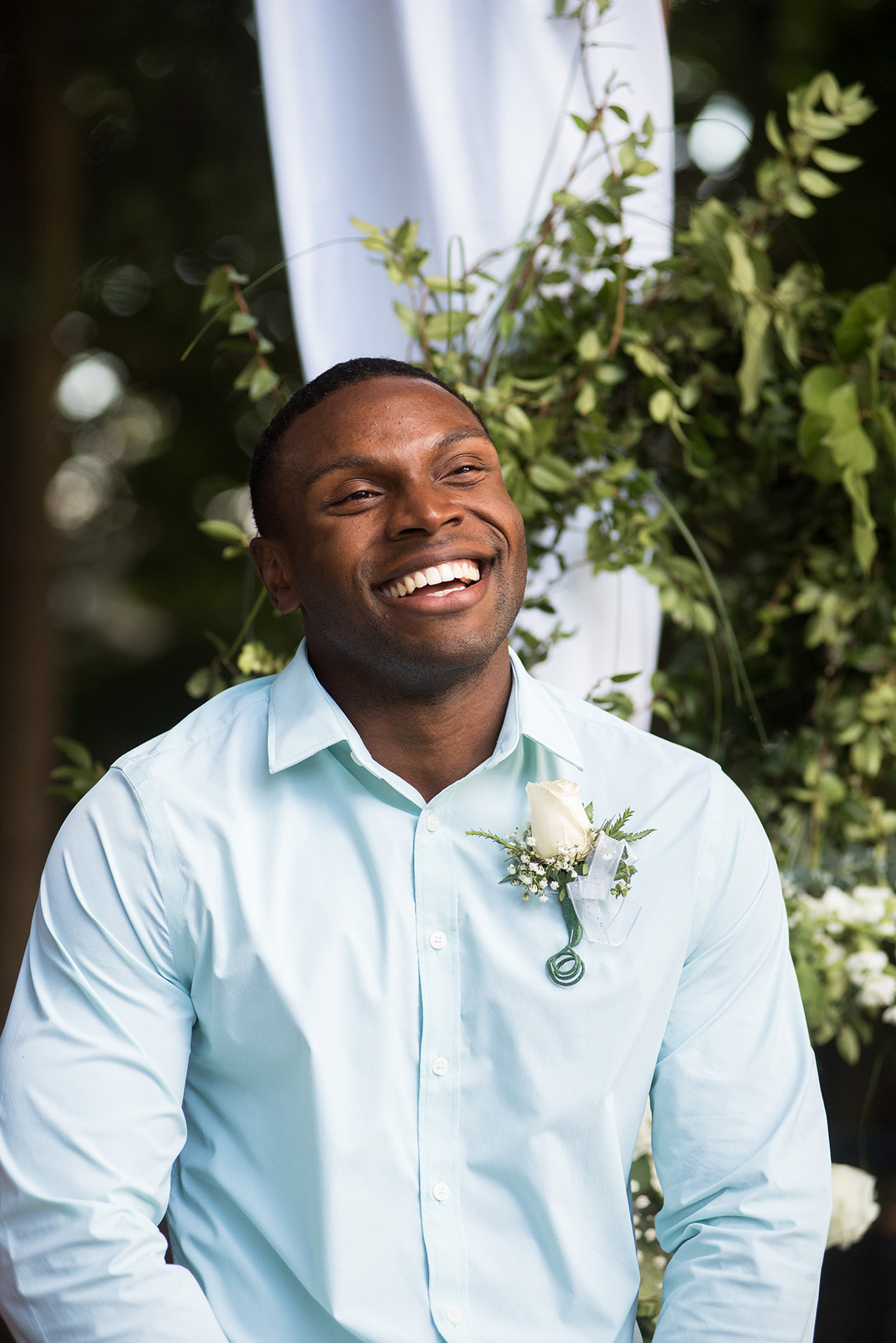 Groom smiling - photo by Barbie Hull Photography