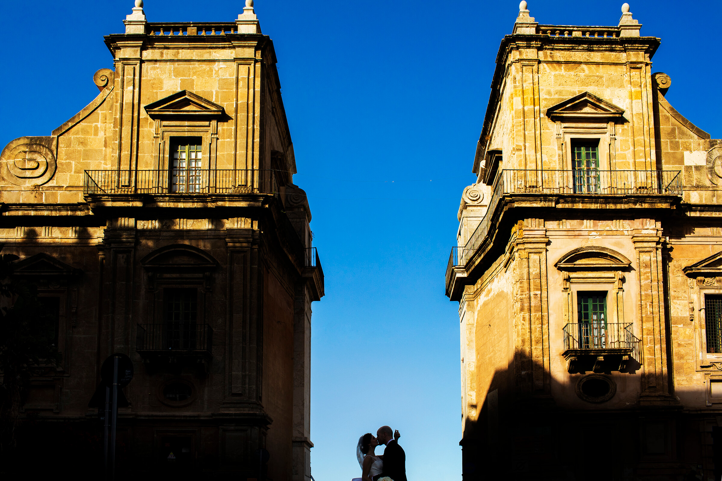 Couple kiss against antique Sicilian architecture - photo by Nino Lombardo Photographer