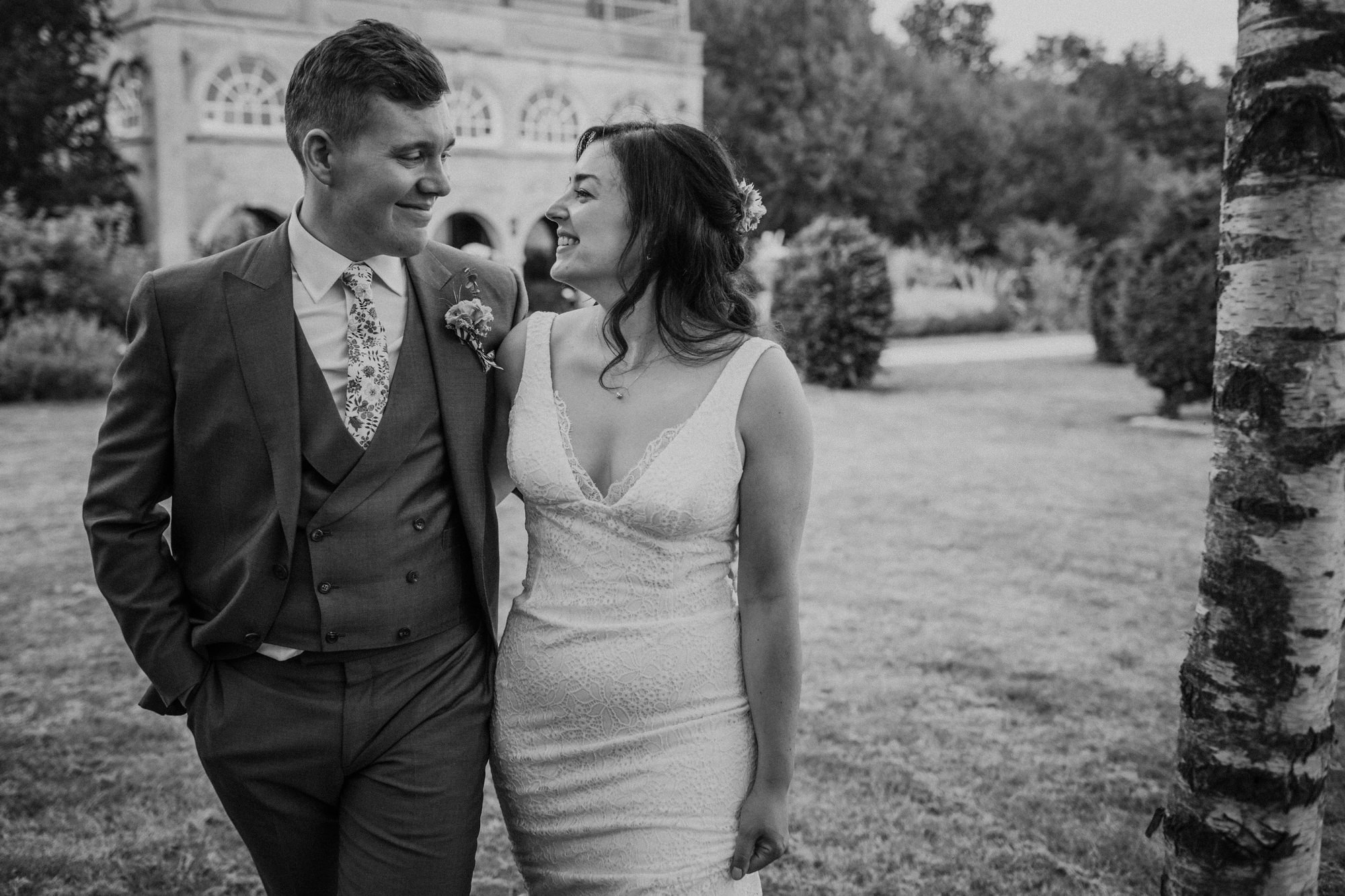 Beaming couple - photo by Tomas Juskaitis Photography