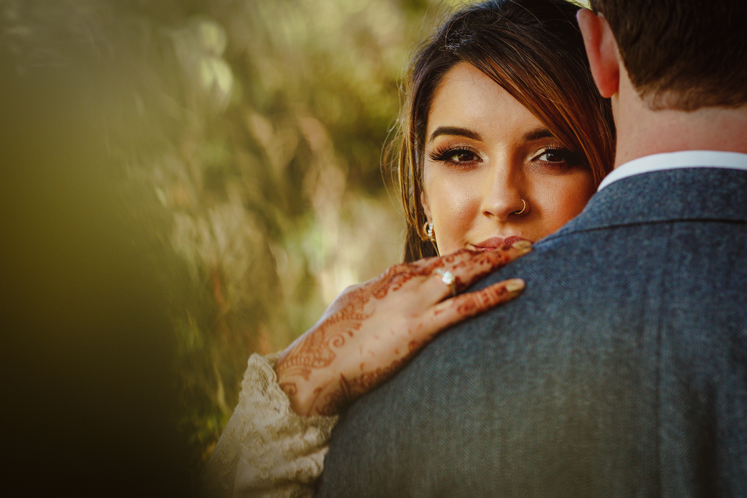 bride portrait highlighting ring and henna hands - photo by Tomas Juskaitis Photography
