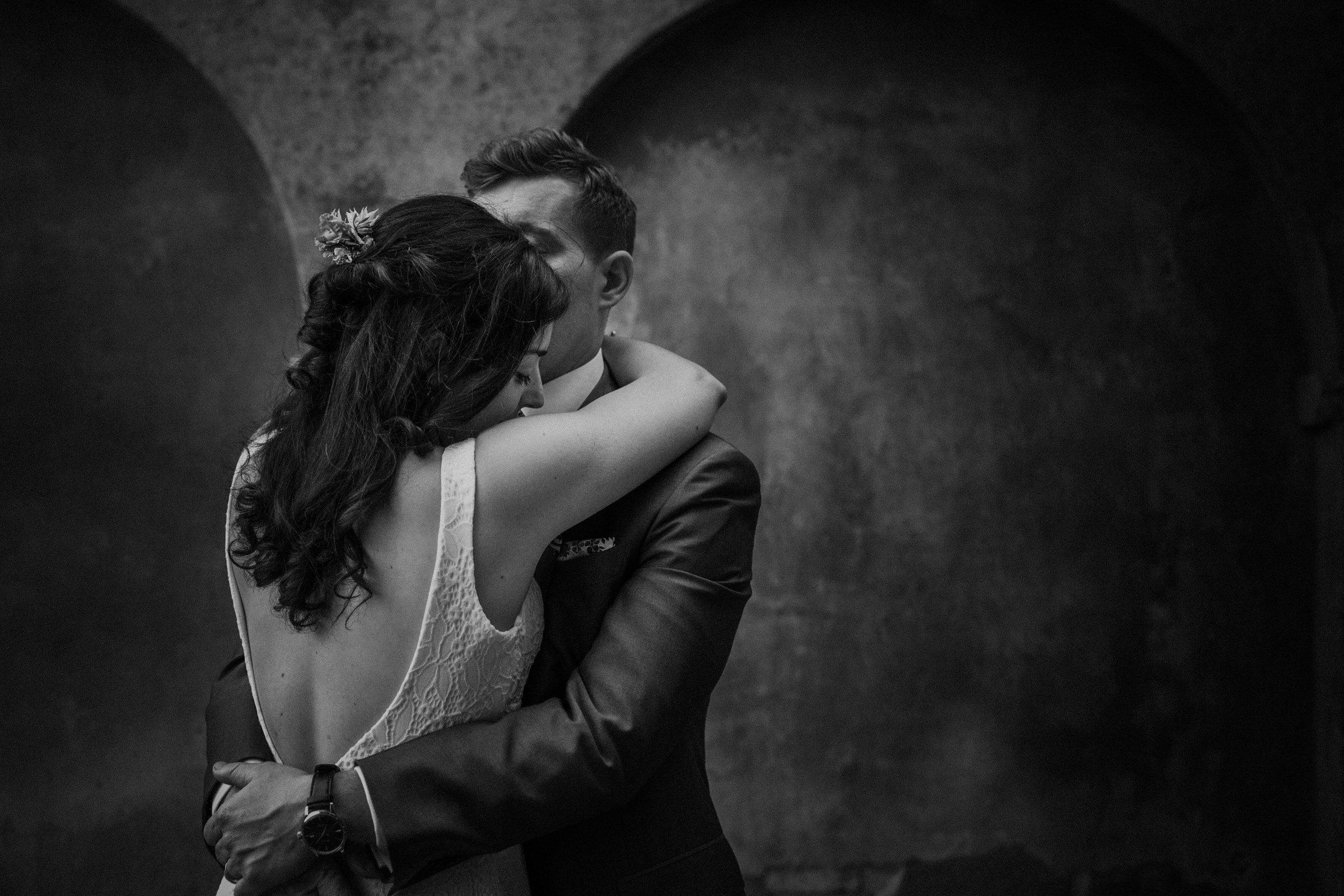 sultry couple embrace - photo by Tomas Juskaitis Photography