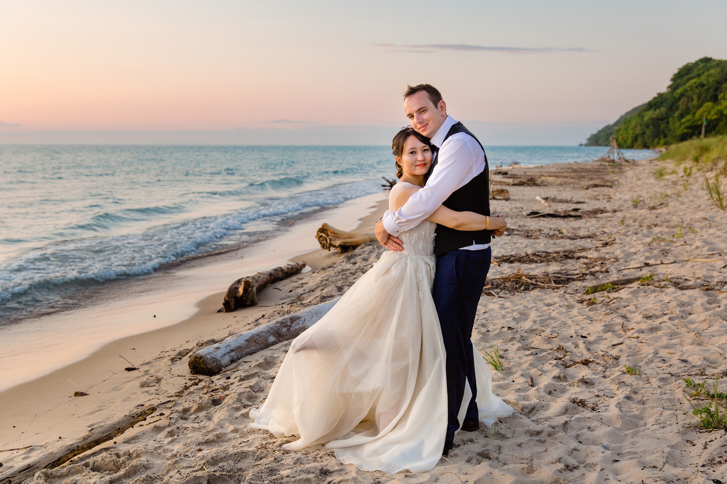 Couple portrait on the beach - photo by Rayan Anastor Photography