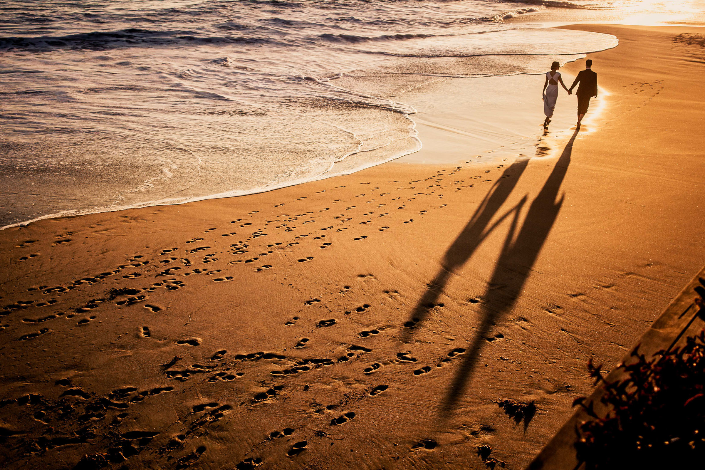 Couple leaving footprints in the sand - photo by M. Hart - Los Angeles photographer