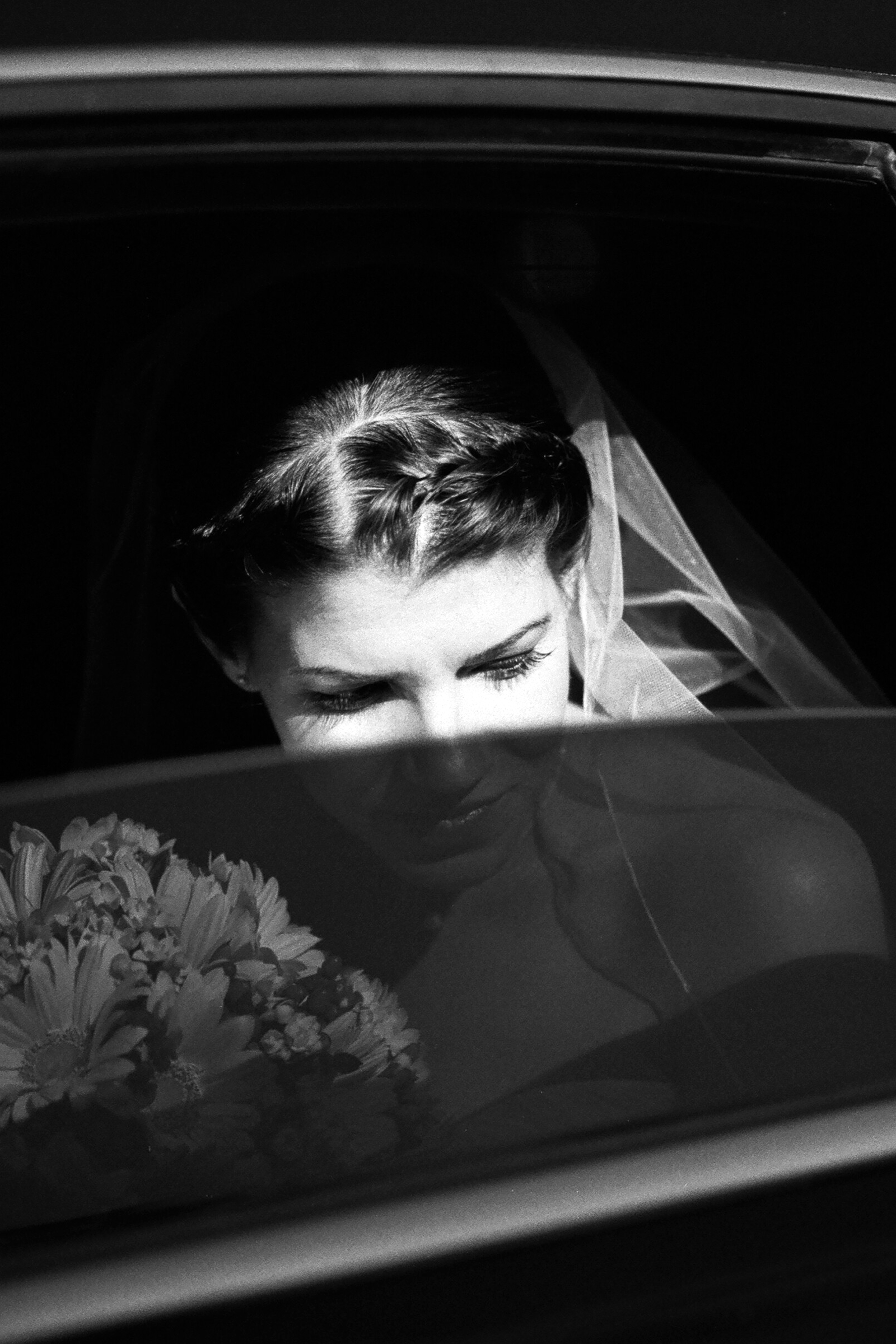 Bride behind shaded limo window - photo by Bradley Hanson Photography