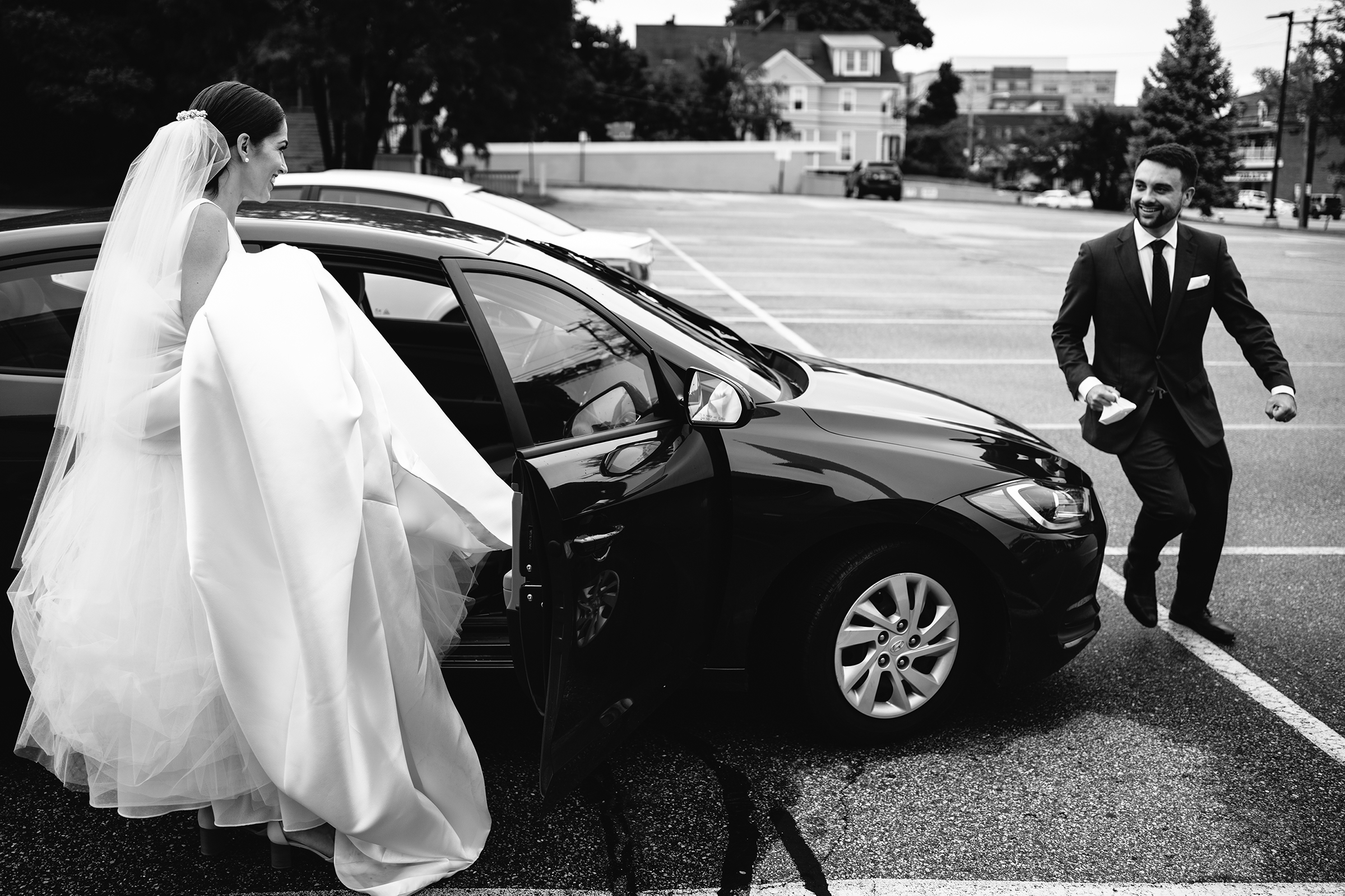 Bride in voluminous gown entering auto - photo by Bradley Hanson Photography