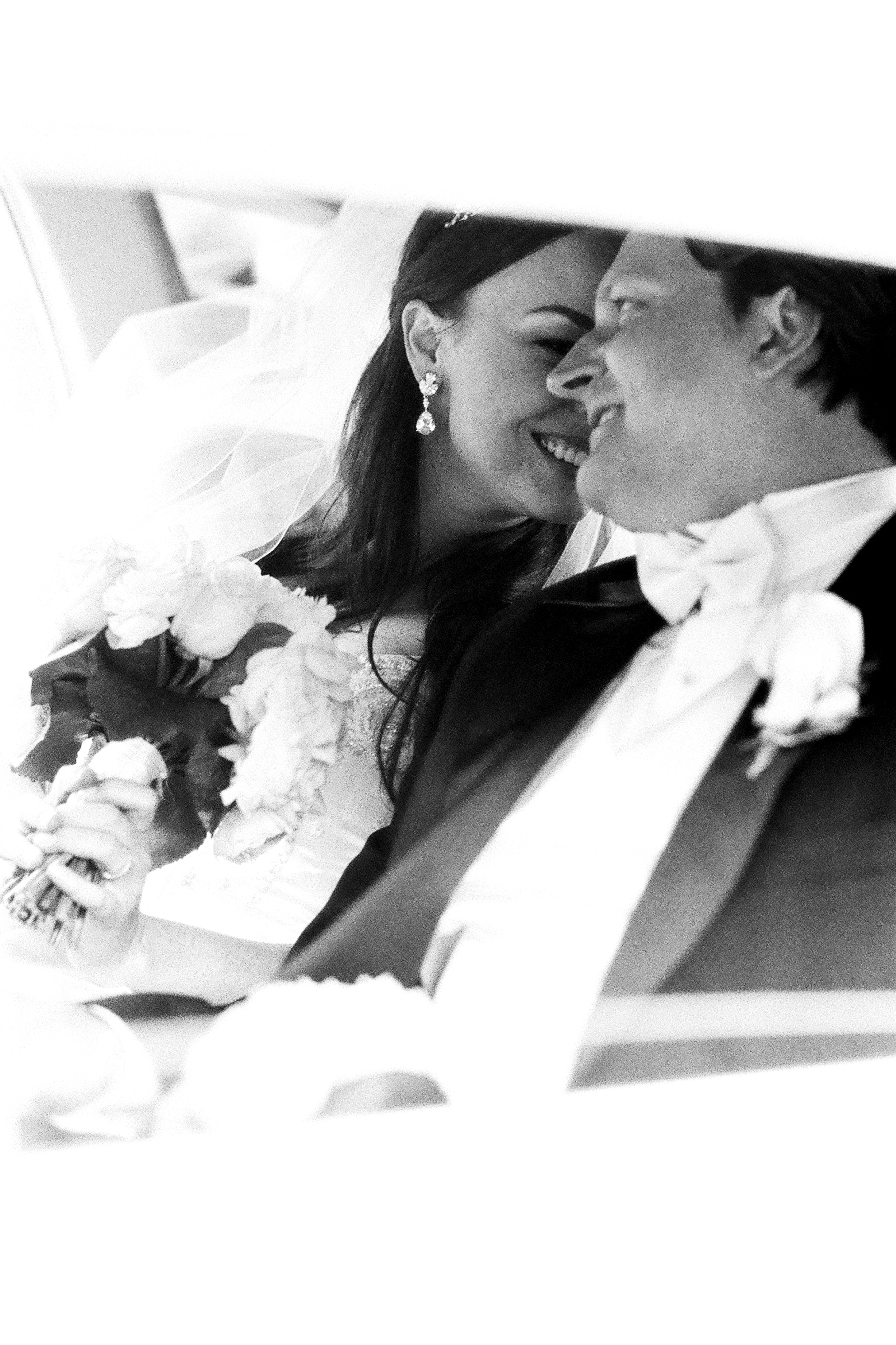 Couple snuggles in limo - photo by Bradley Hanson Photography