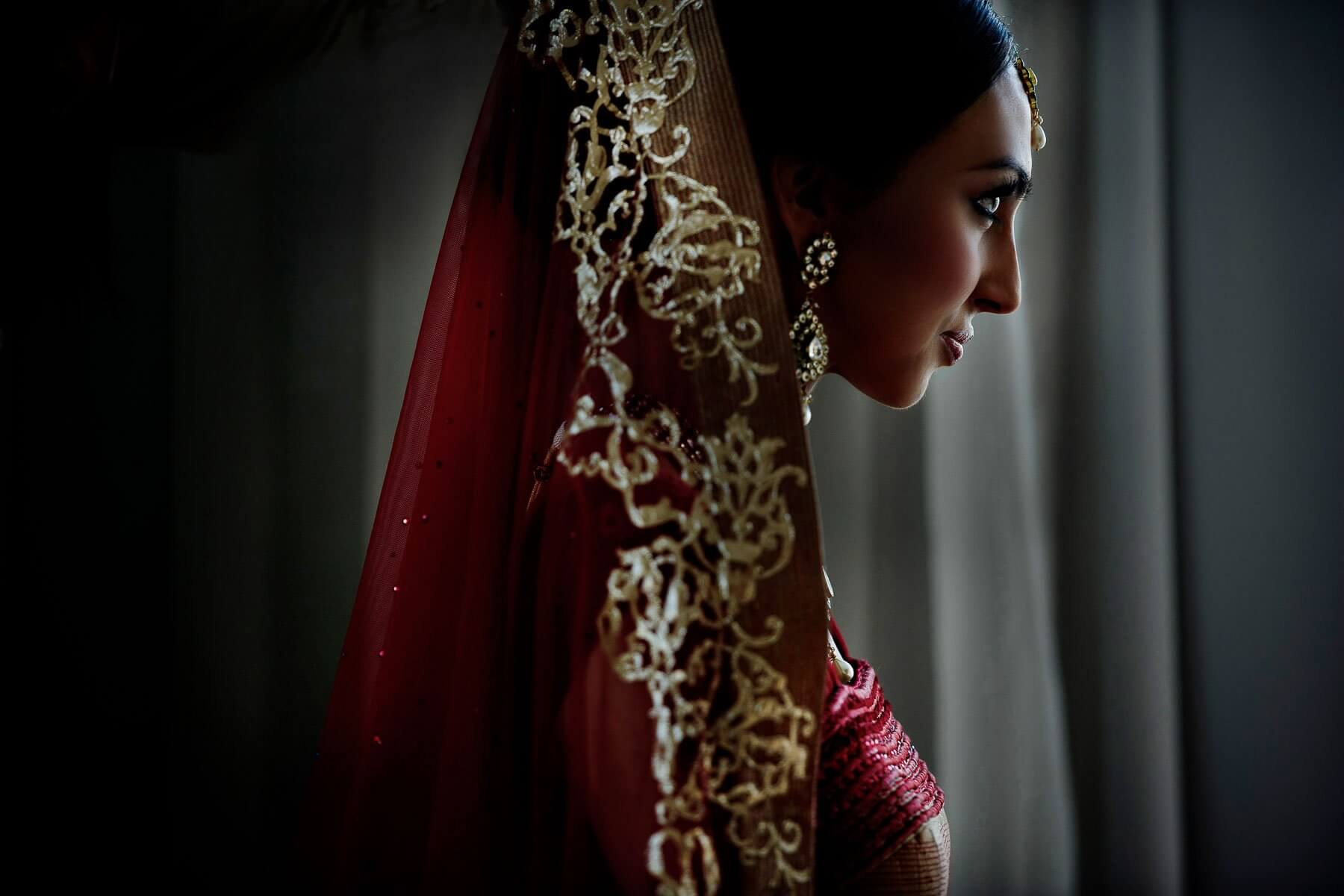 Indian bride in profile - photo by Maloman Studios