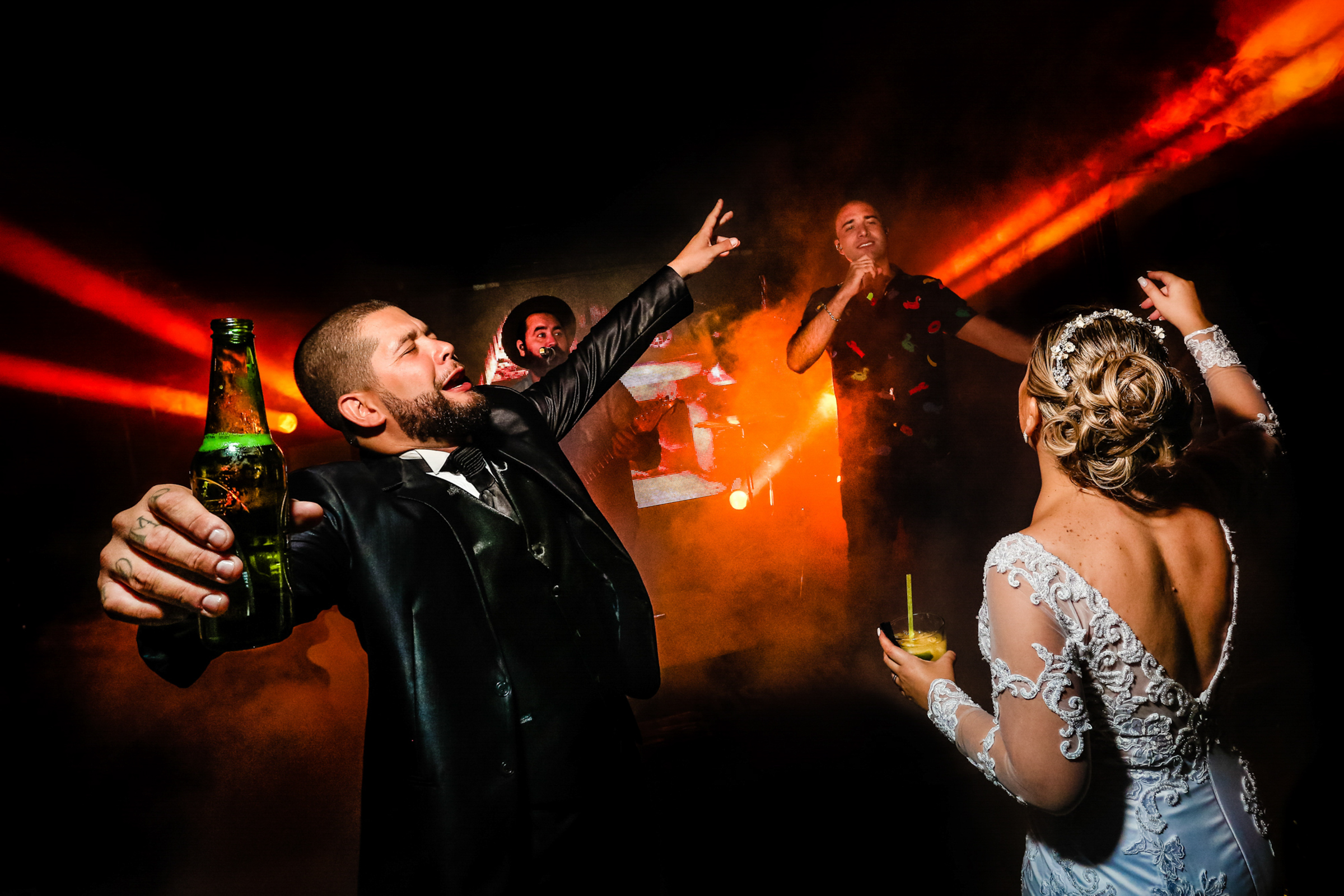 Party time under colorful lights - photo by Área da Fotografia