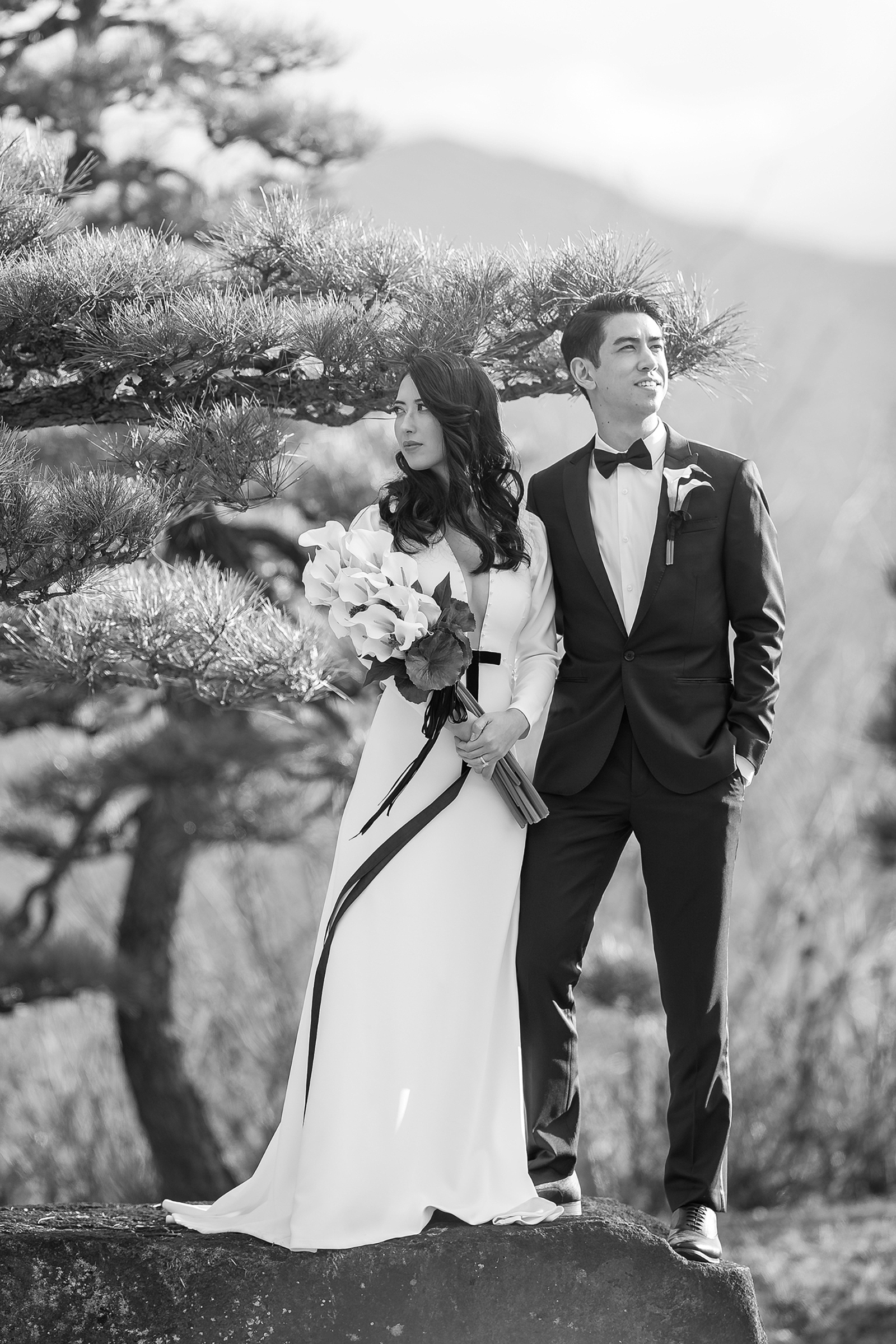 Outdoor couple portrait - photo by 37 Frames