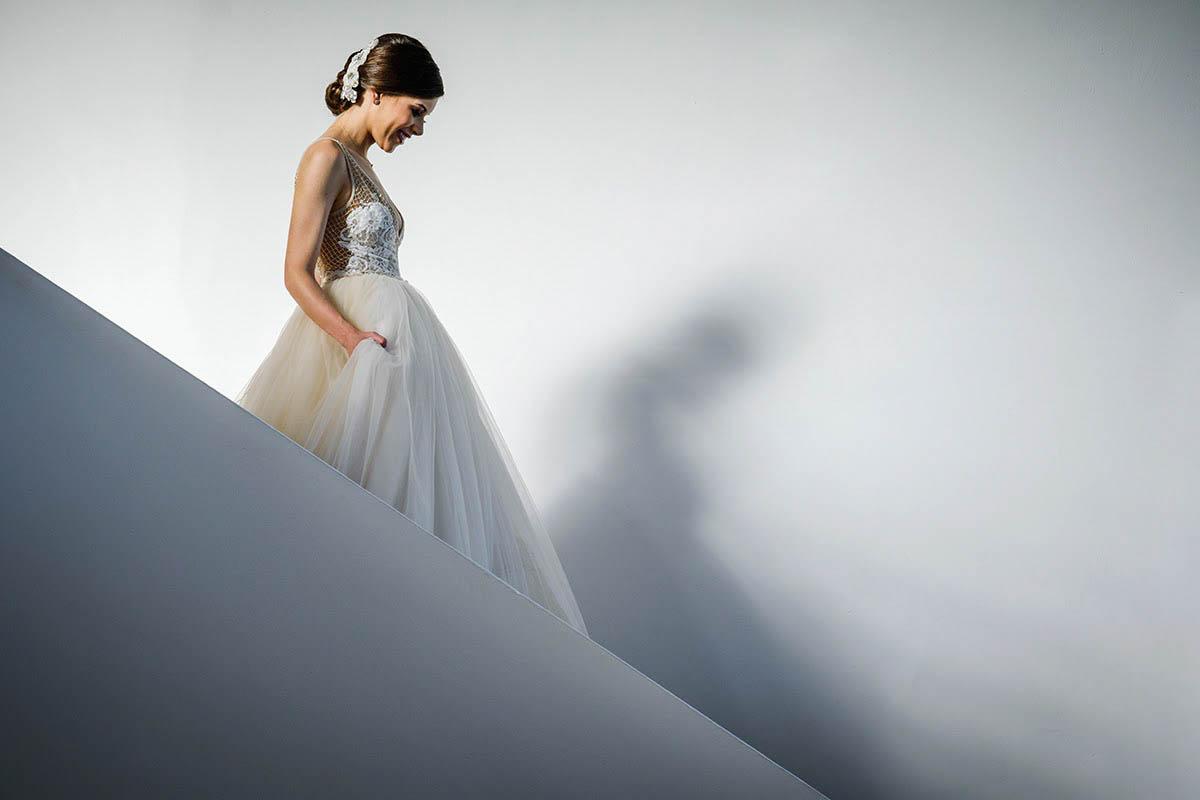 Bride descending stairs - photo by El Marco Rojo