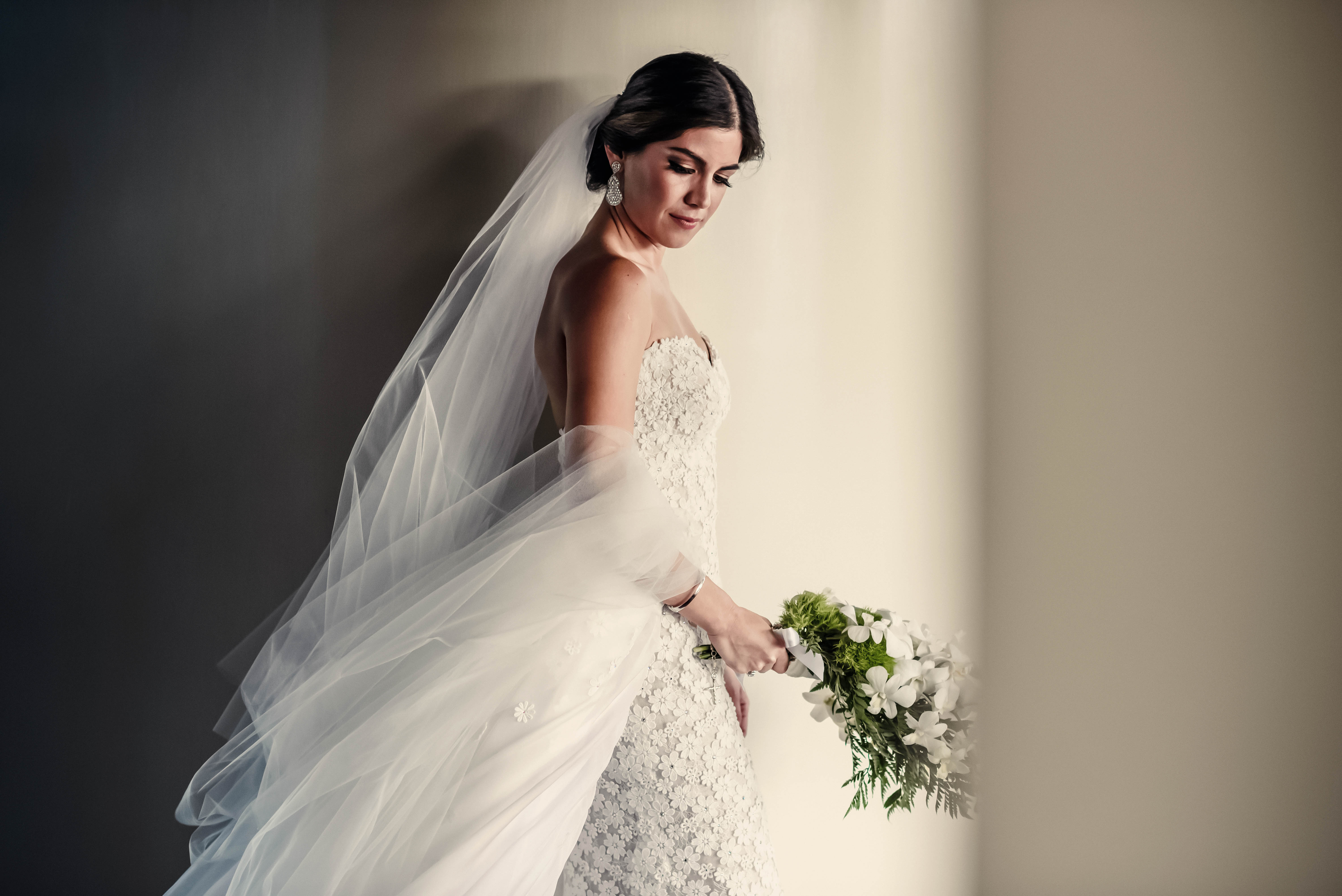Spanish bride in long veil and strapless dress - photo by El Marco Rojo
